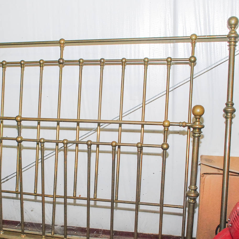Antique Brass Bed in Queen-Size