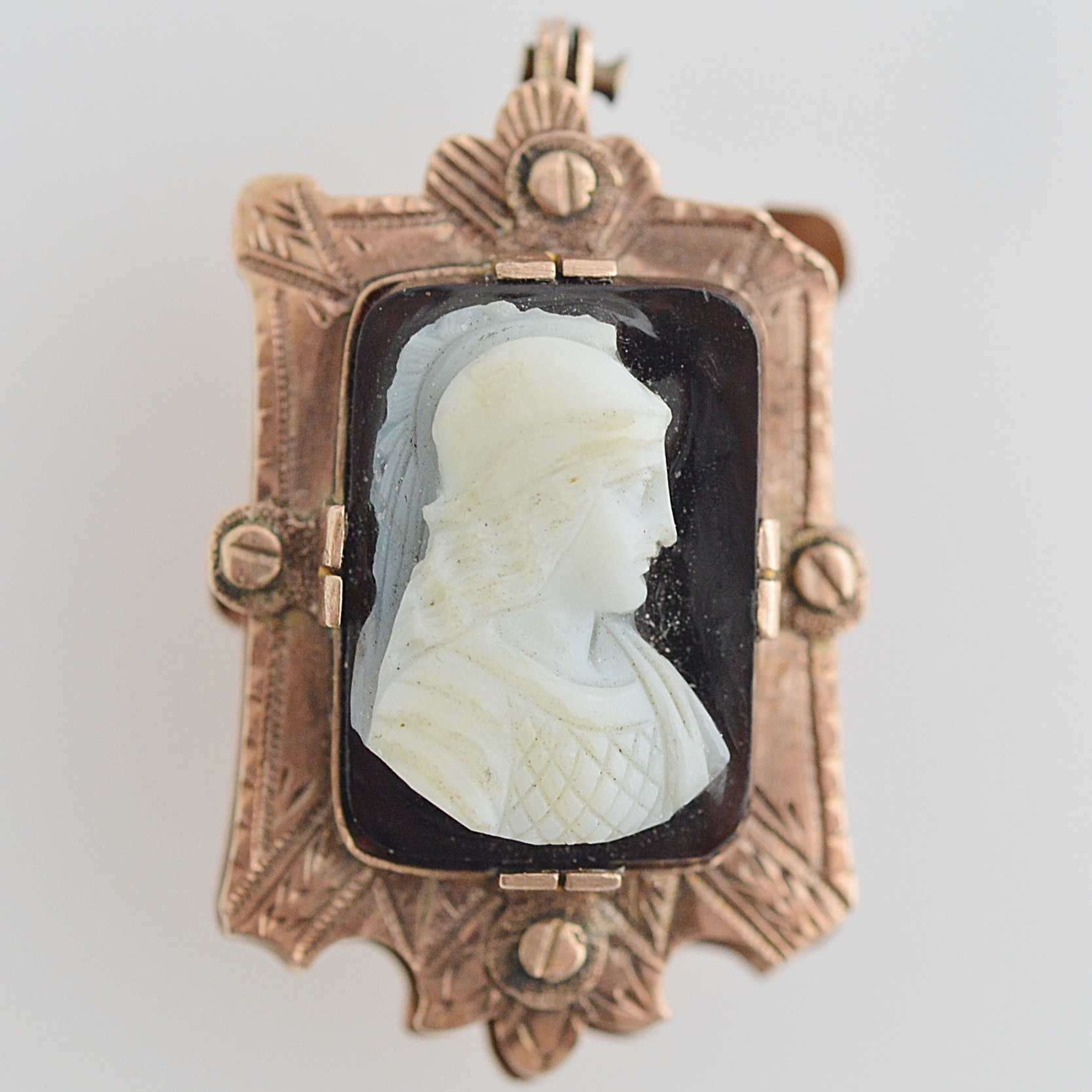 Antique 10K Yellow Gold, Onyx and Agate Cameo Pendant