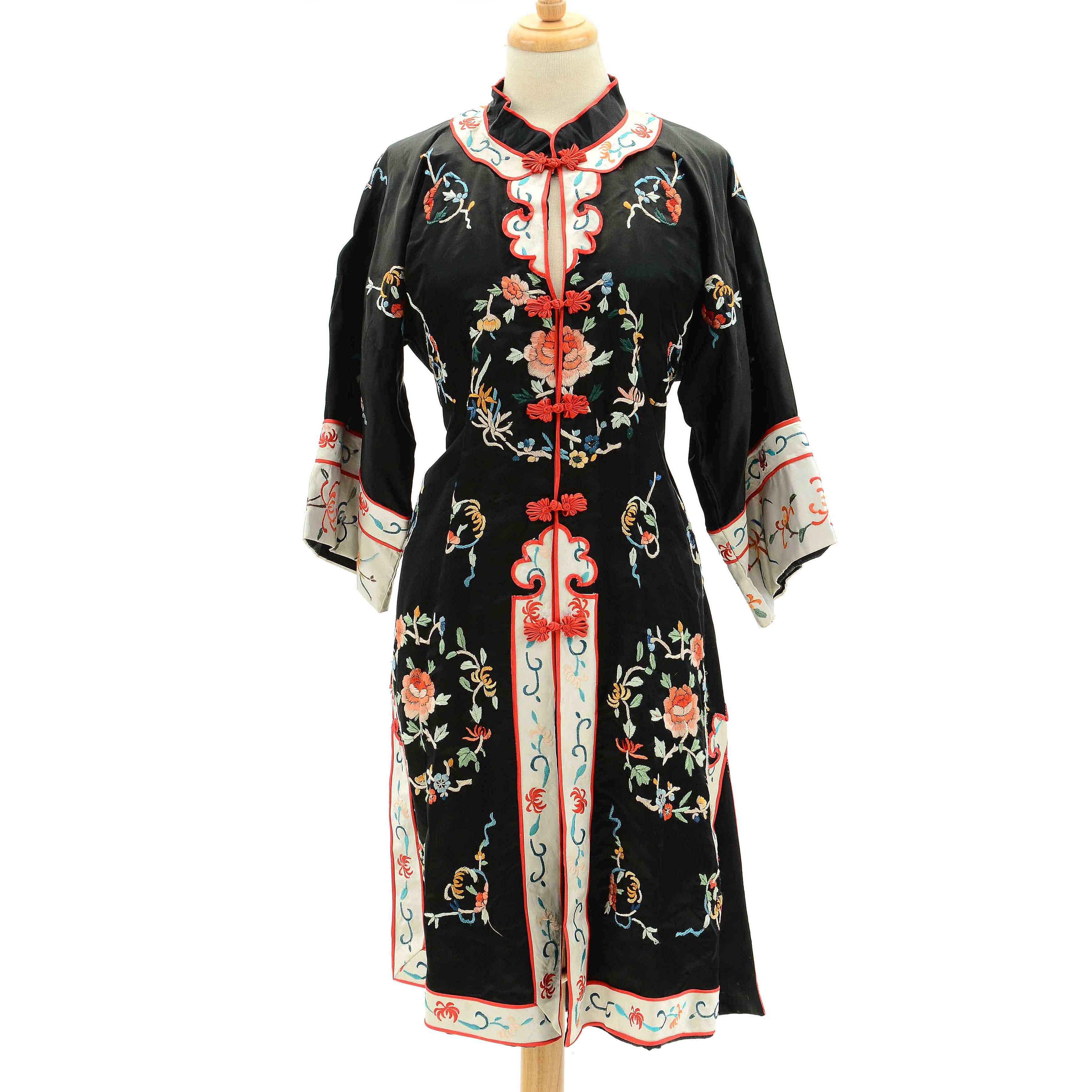 Women's Vintage Chinese Embroidered Silk Robe