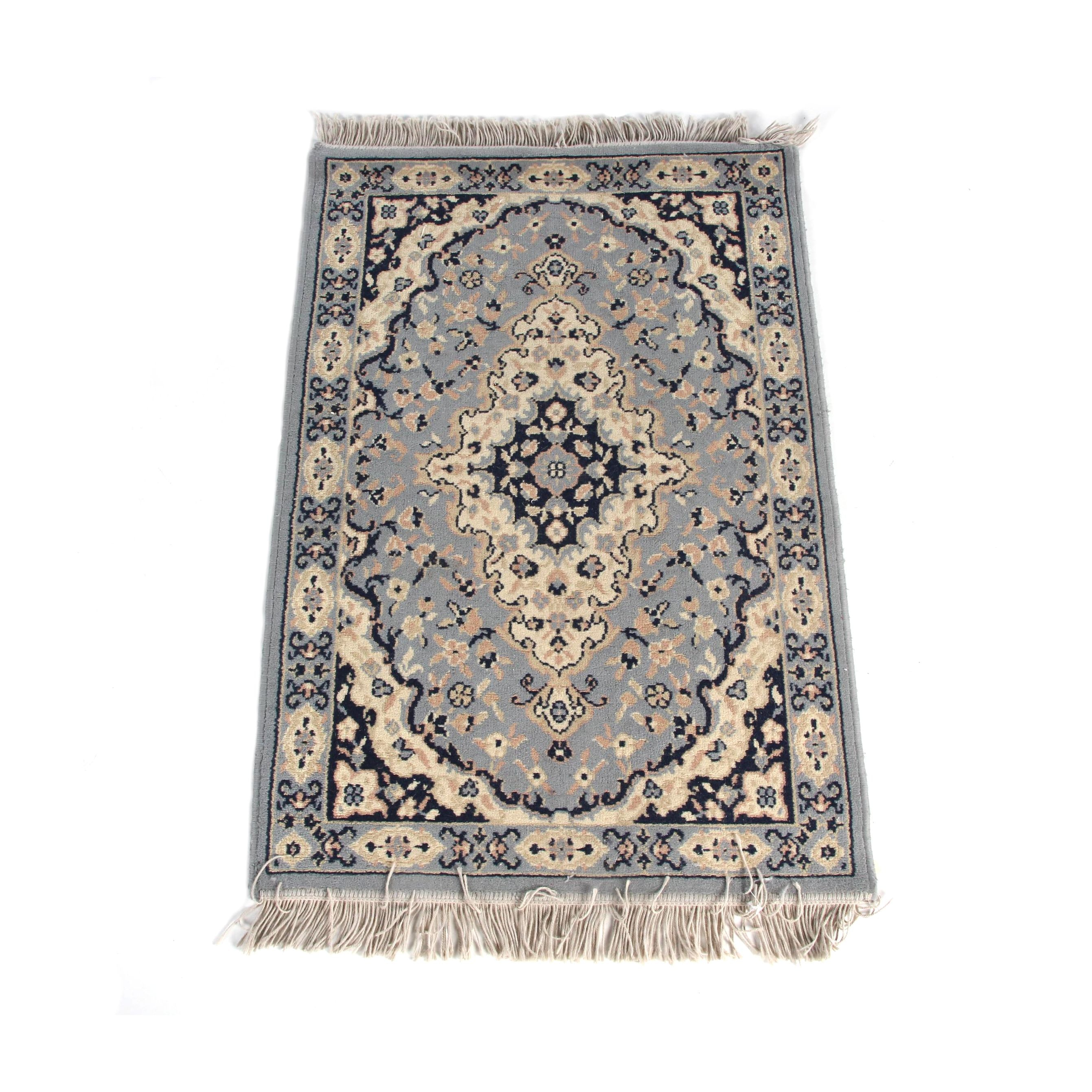Machine Made Persian Style Accent Rug