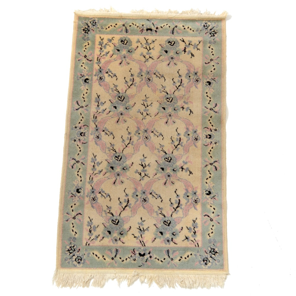 Power-Loomed Wool Floral Accent Rug