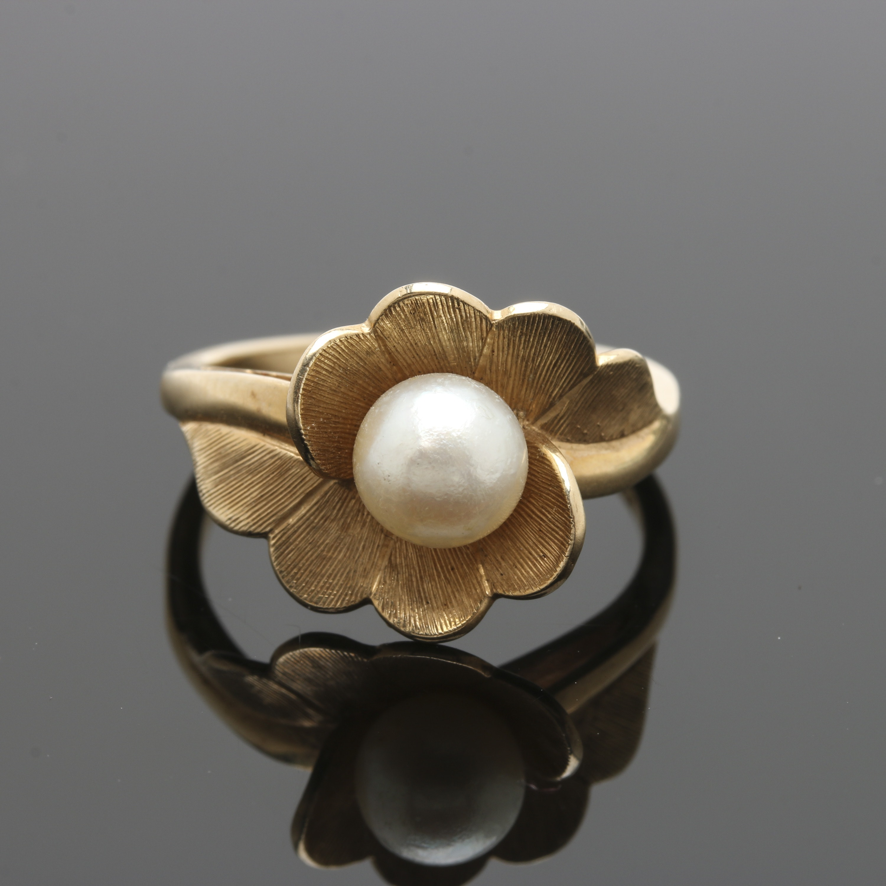 14K Yellow Gold Cultured Pearl Floral Ring