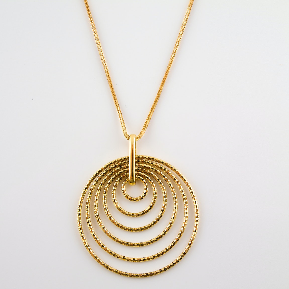 14K Yellow Gold Necklace with Circular Pendant