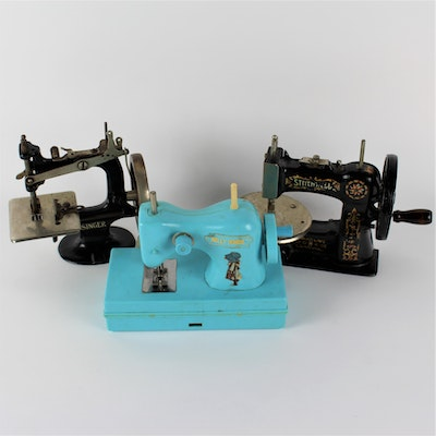 Vintage Toy Auctions Antique Game Auctions In Home Furnishings Inspiration Game Stores Sewing Machines