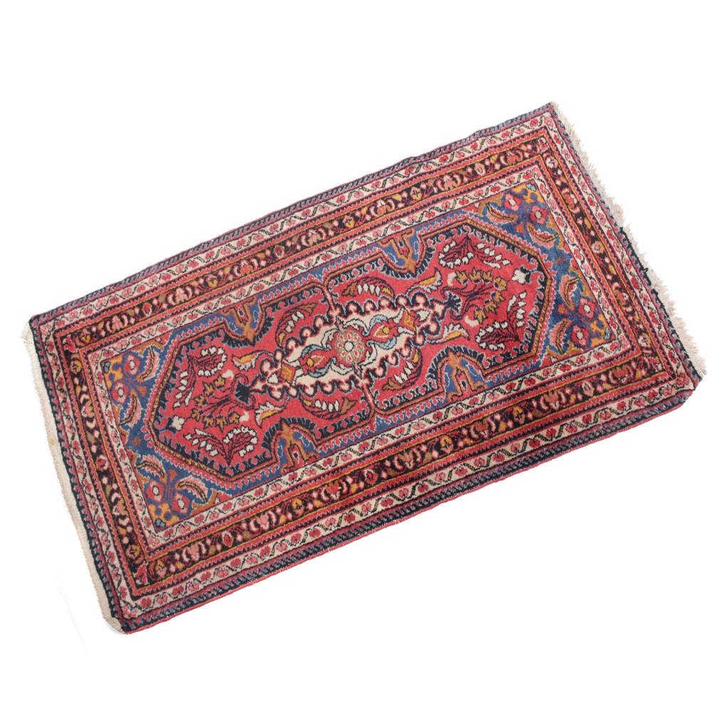 Hand-Knotted Persian Lilihan Sarouk Accent Rug