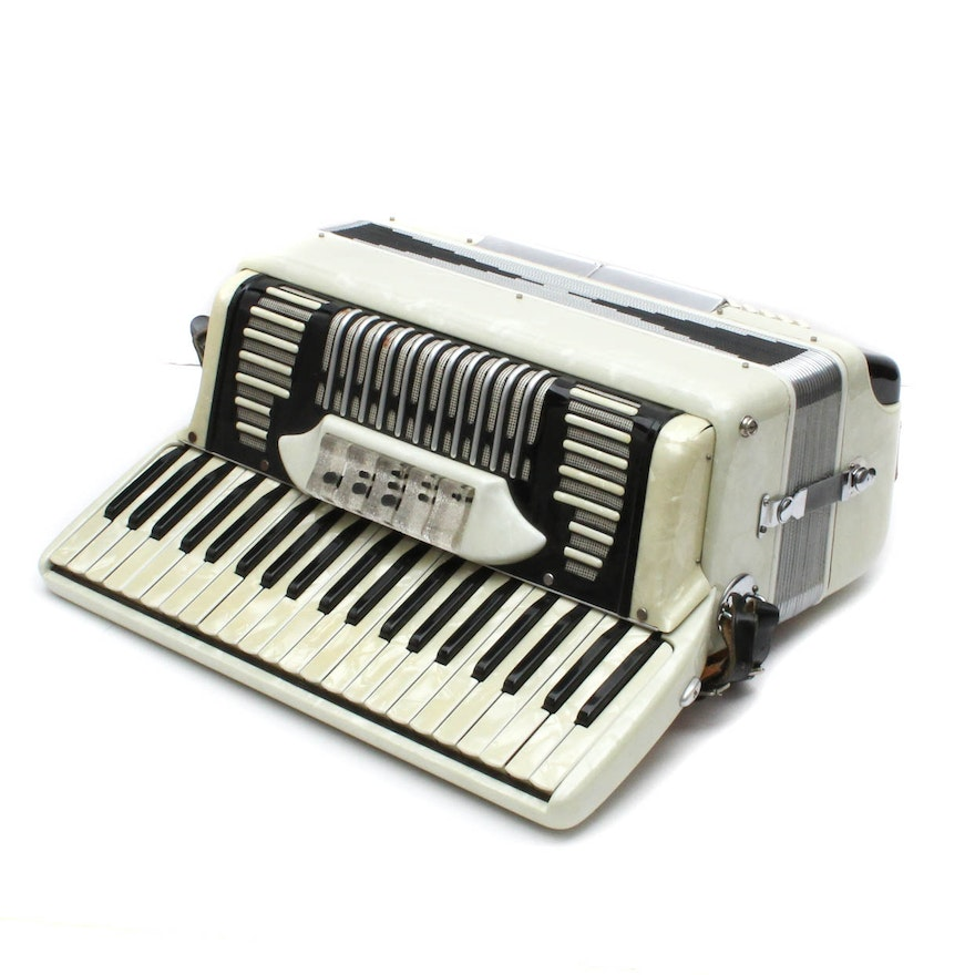 Vintage Italian Piano Accordion : EBTH