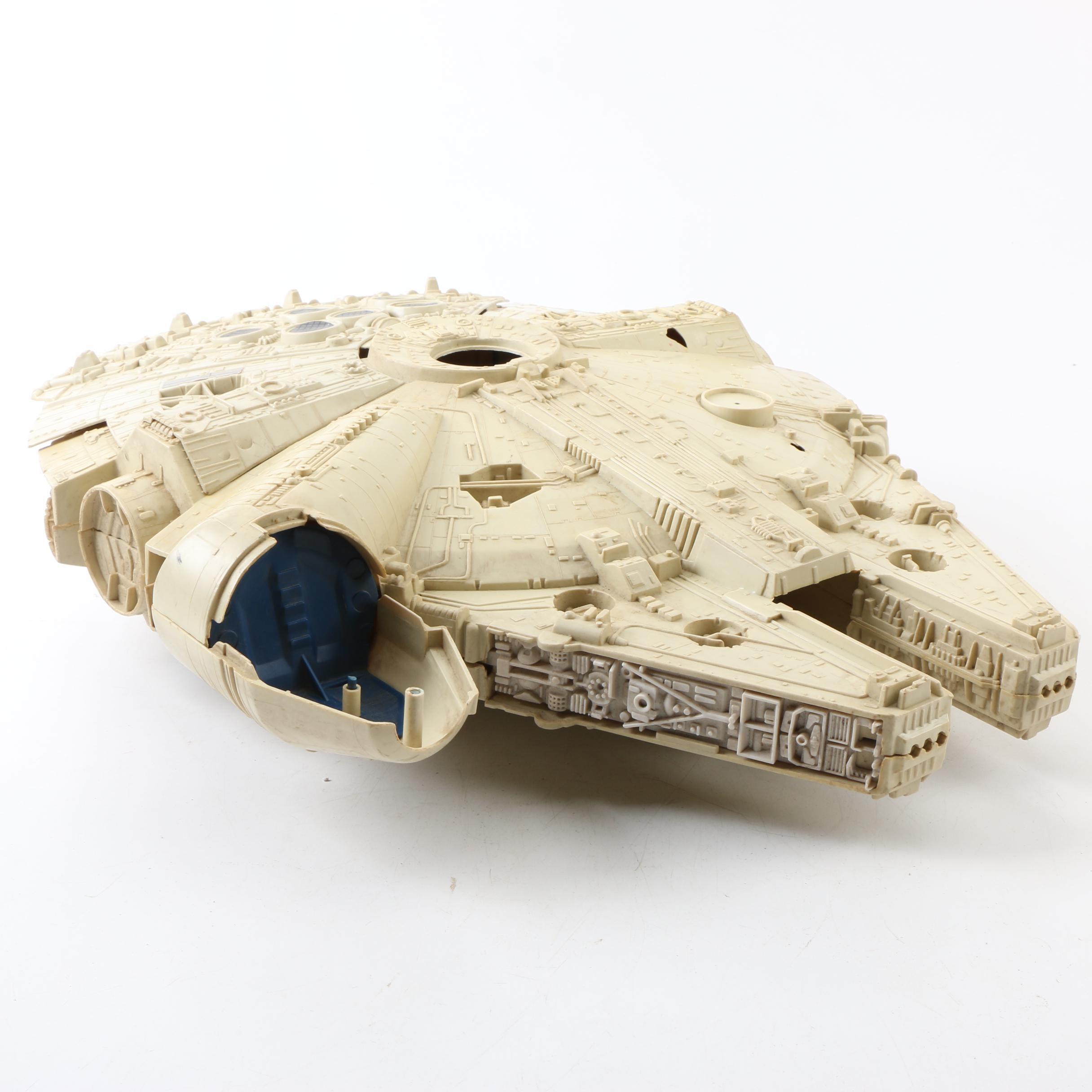 "Vintage 1979 Star Wars ""Millennium Falcon"" by Kenner"