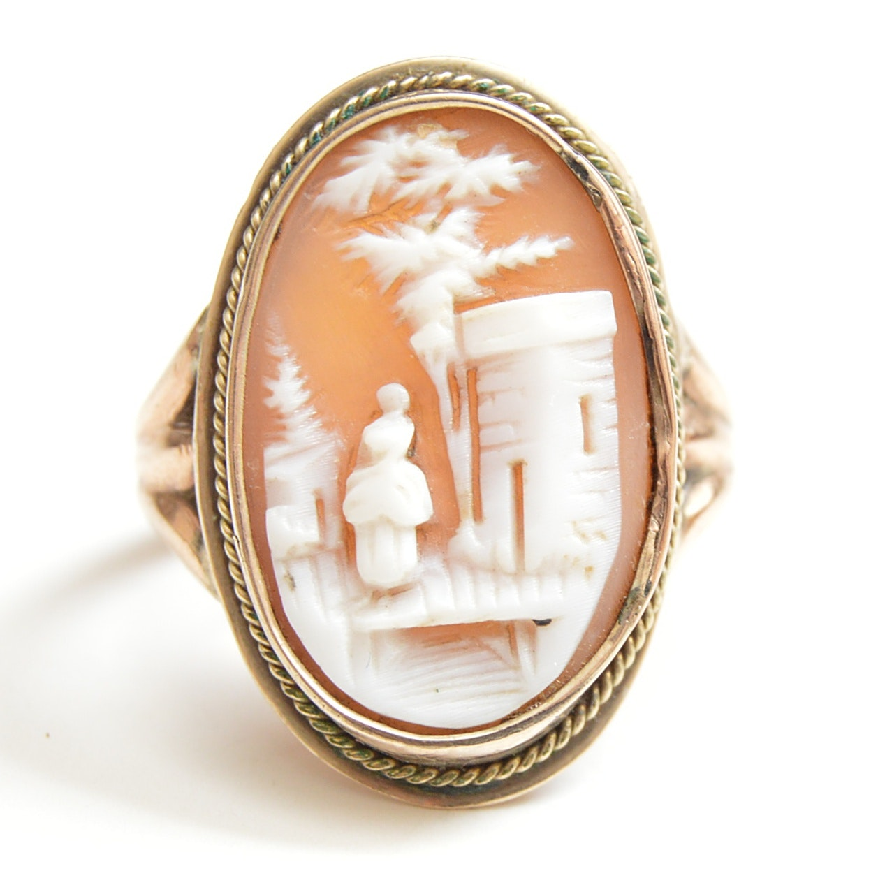 Victorian 10K Yellow Gold and Carved Helmet Shell Cameo Ring
