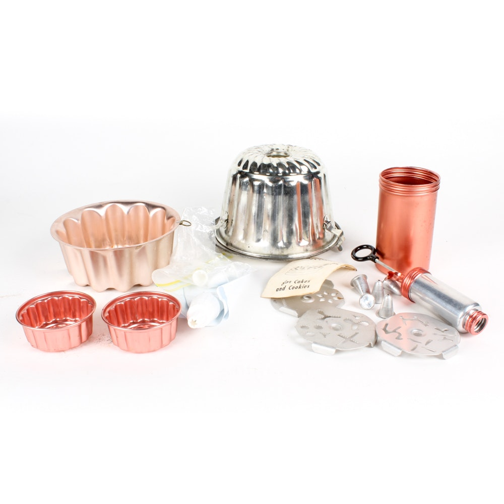 Metal Molds, Baking Pans and Decorating Accessories