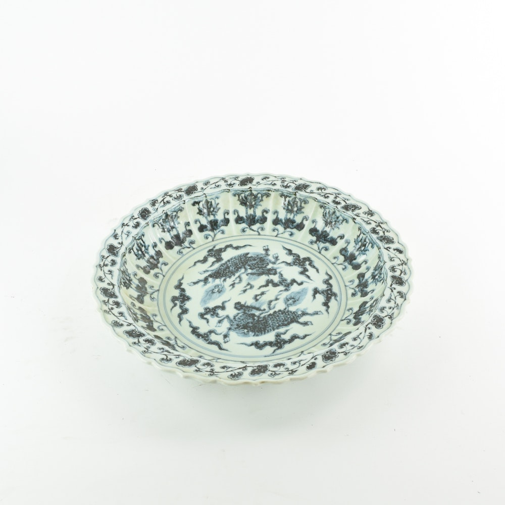 Decorative Hand-painted Chinese Ceramic Dish