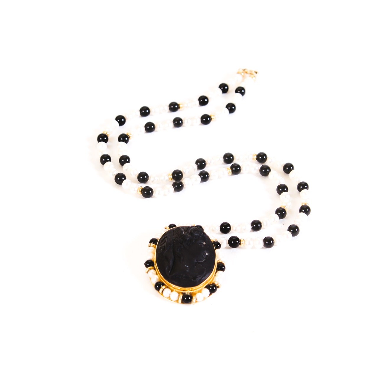 18K Yellow Gold Onyx and Pearl Pendant Necklace
