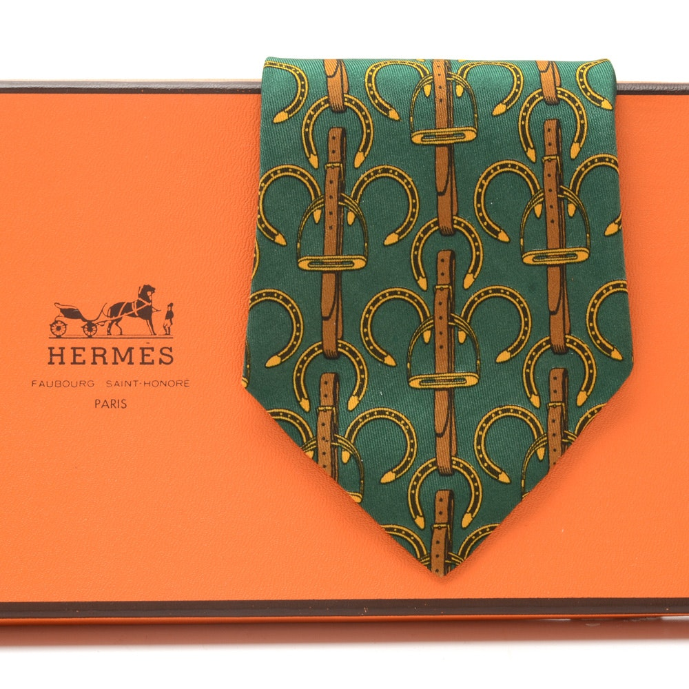 Hermès of Paris Equestrian Theme Necktie in Green and Gold. Pattern #517 IA
