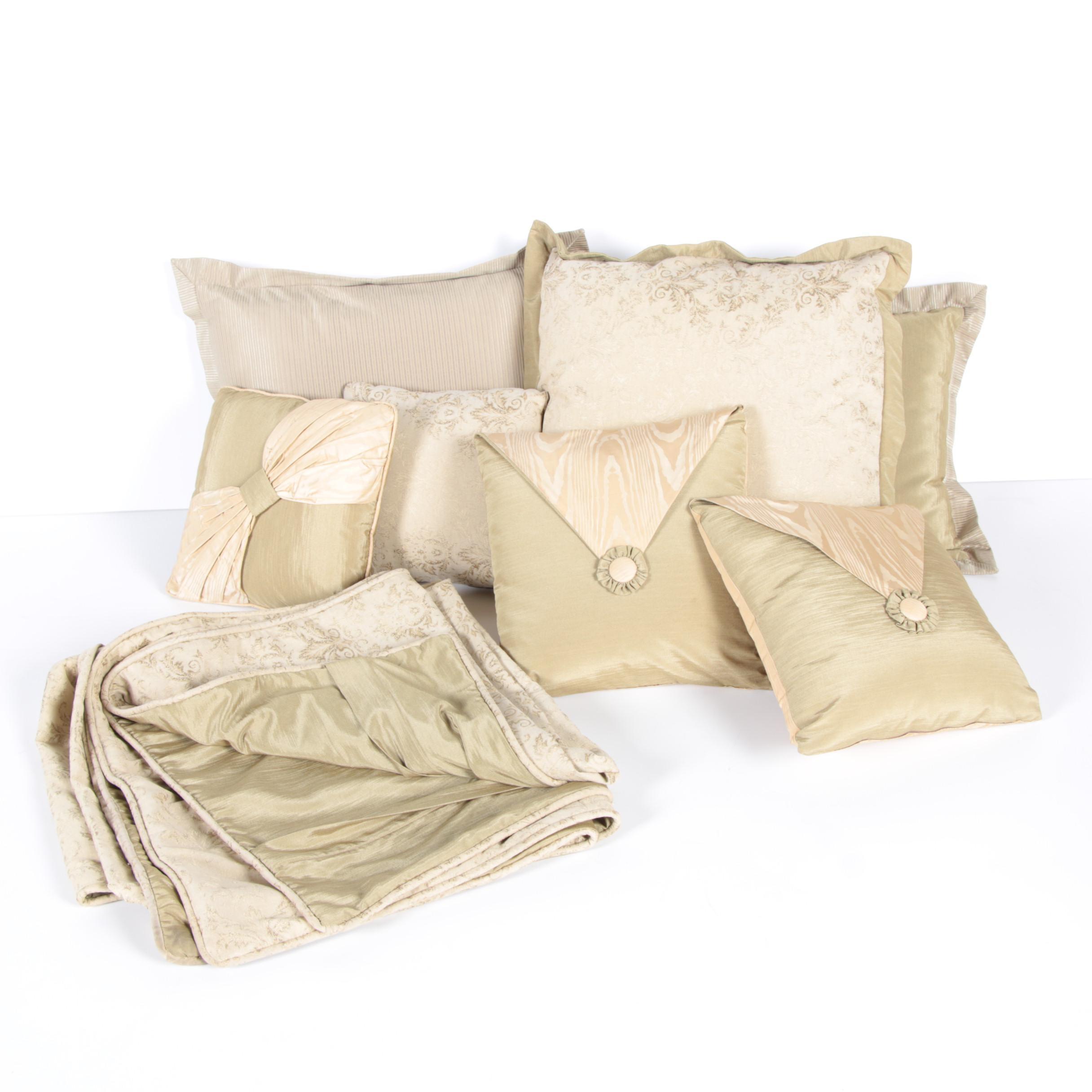 Damask Duvet with Matching Accent Pillows