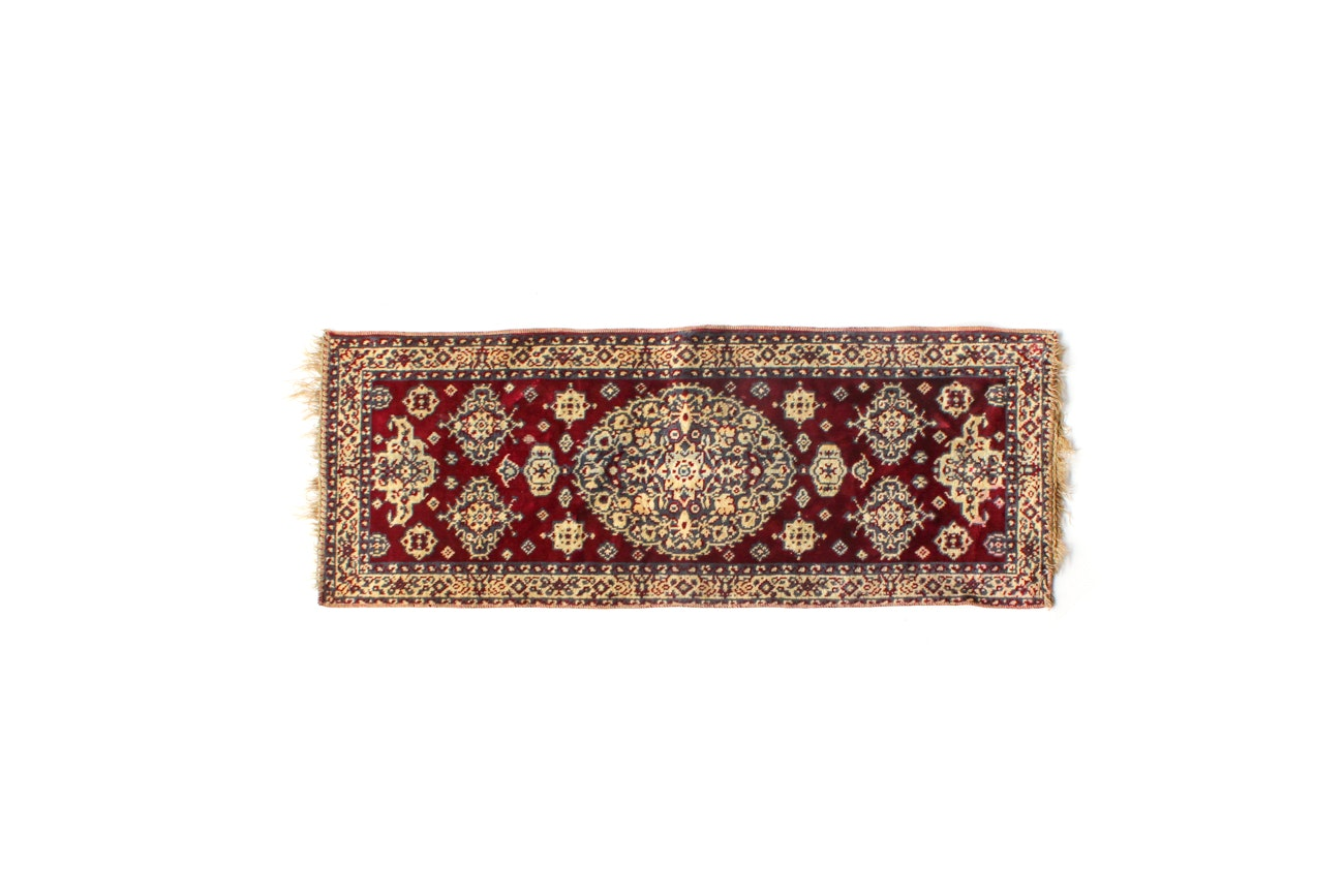 Power Loomed Italian Persian-Style Accent Rug