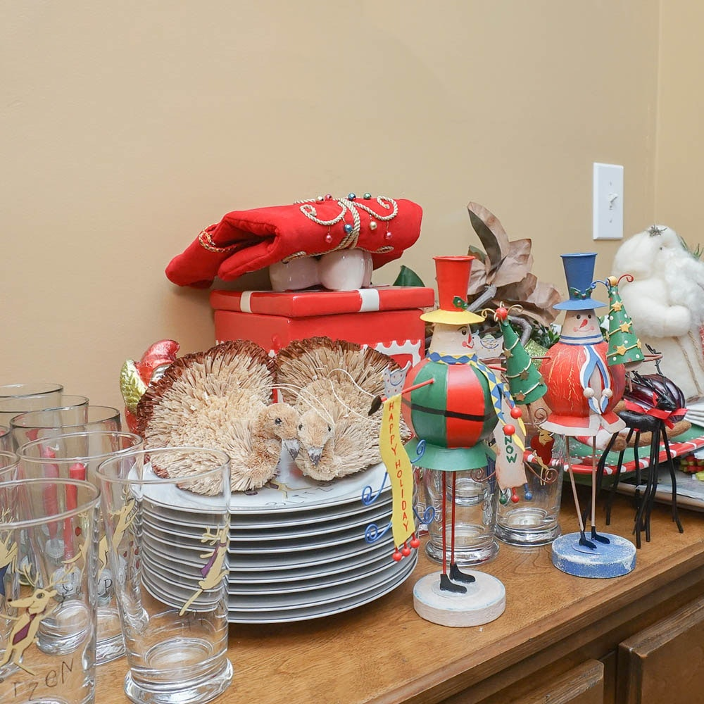 Christmas and Holiday Themed Decor and Tableware