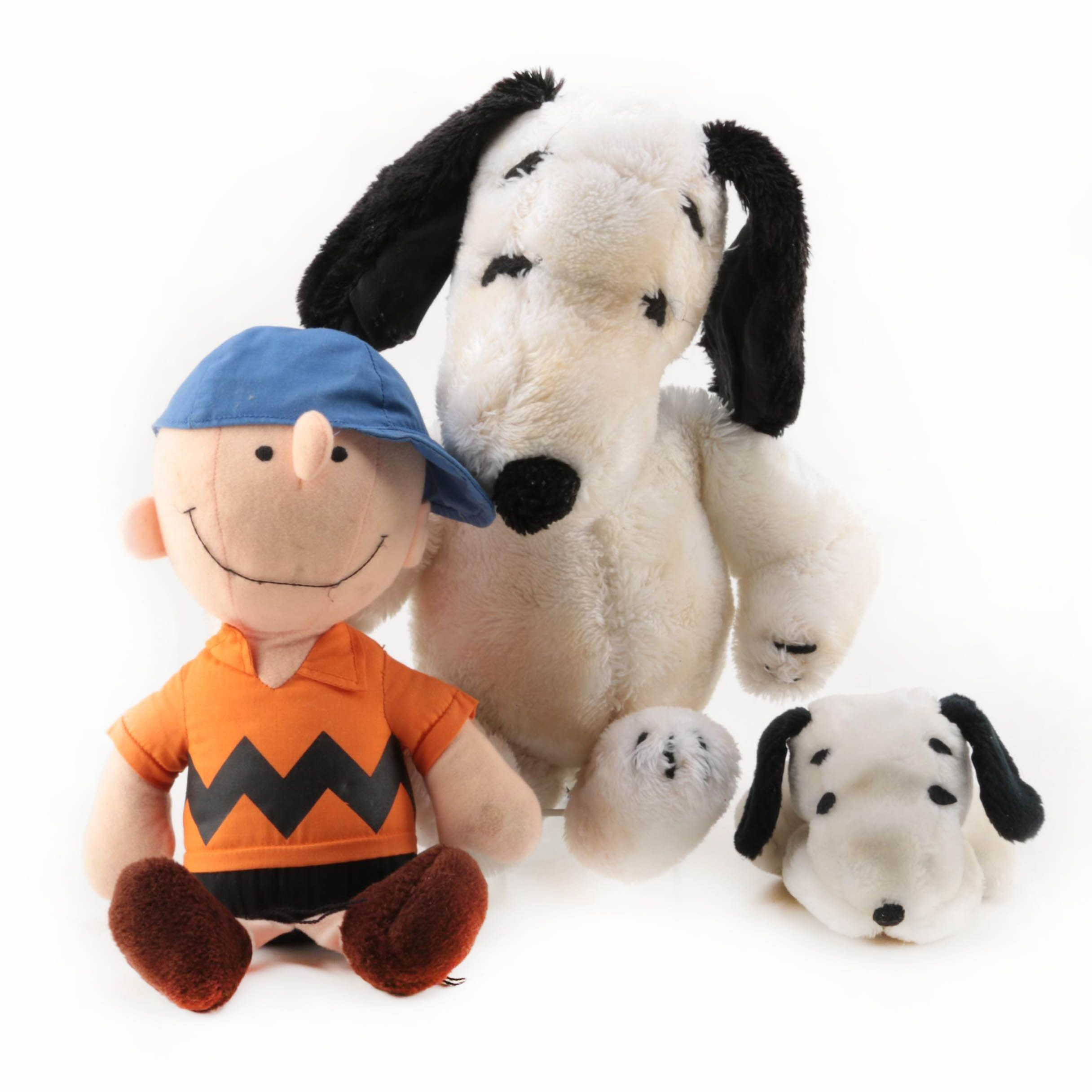 """Vintage United Features """"Charlie Brown"""" and """"Snoopy"""" Plush Dolls"""
