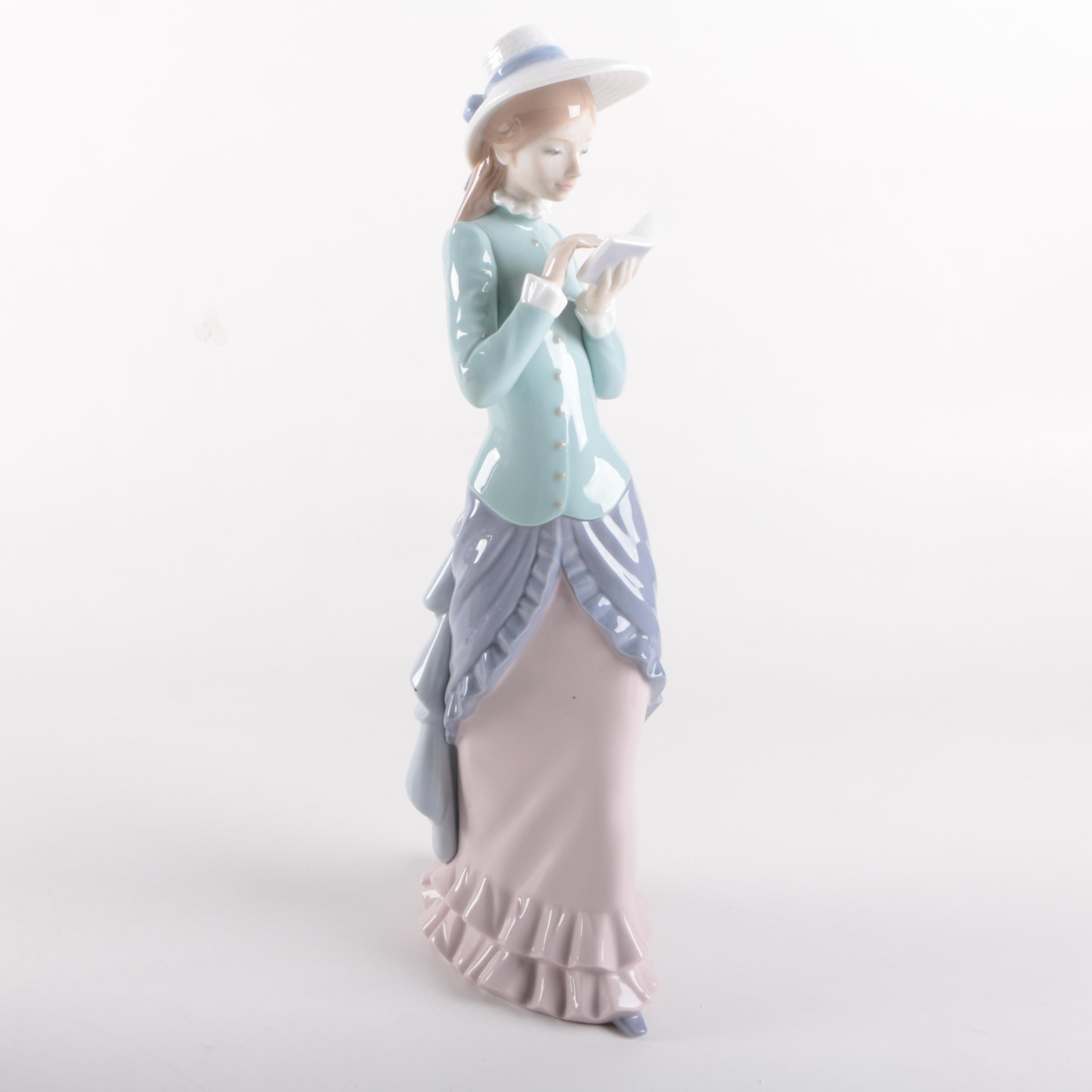 "Lladró "" Reading"" #5000 Porcelain Figurine"