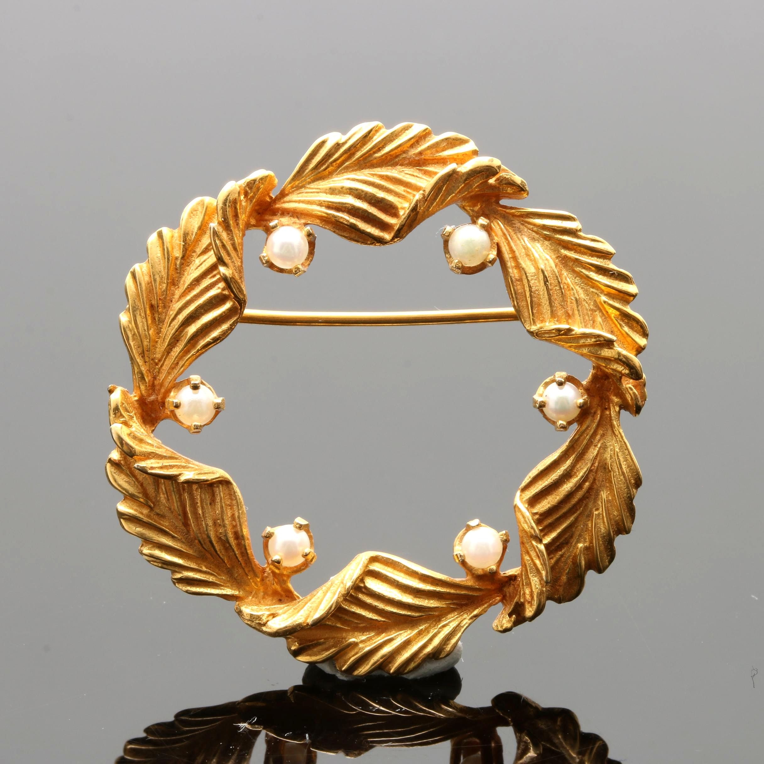 14K Yellow Gold Cultured Pearl Wreath Brooch