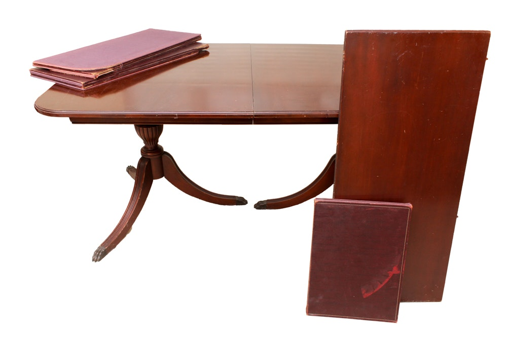 Vintage Federal Style Mahogany Dining Table