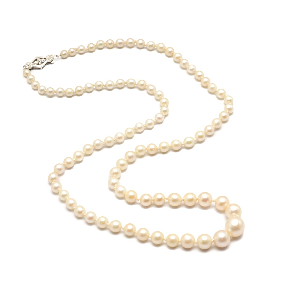 10K White Gold Deltah Graduated Pearl Necklace