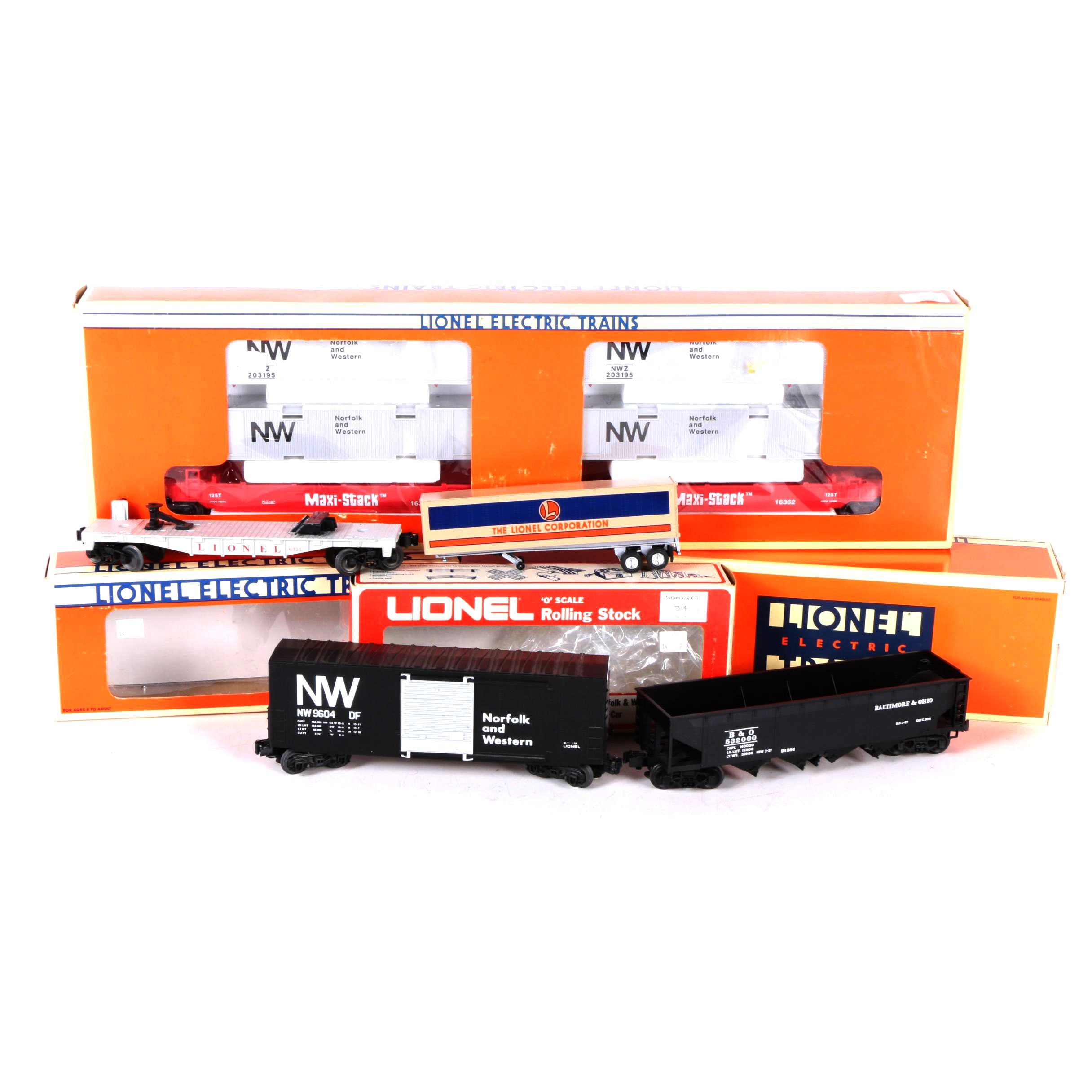 Lionel Train Cars Including Maxi-Stack Flat Cars