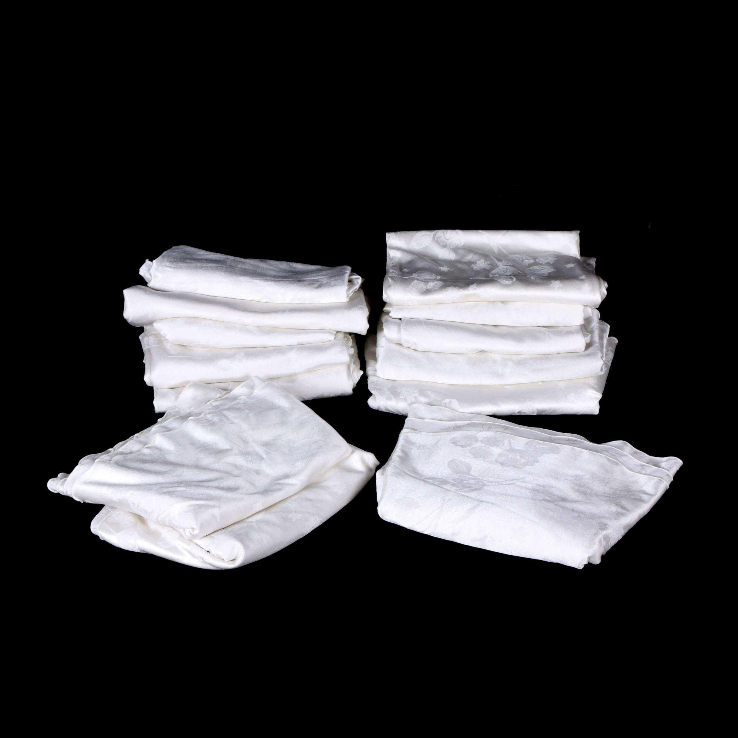 Round White Tulip Design Tablecloths