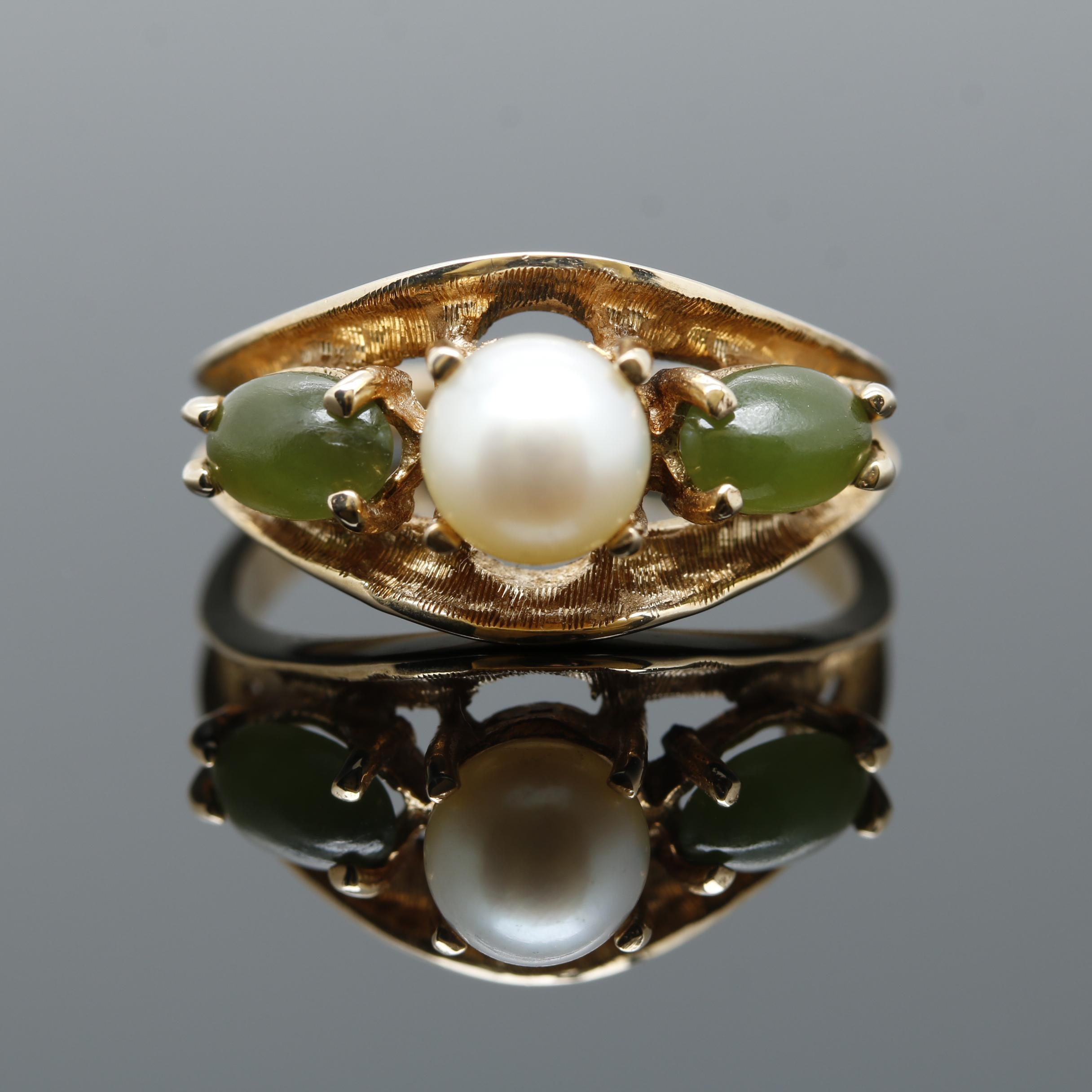 10K Yellow Gold Cultured Pearl and Nephrite Ring
