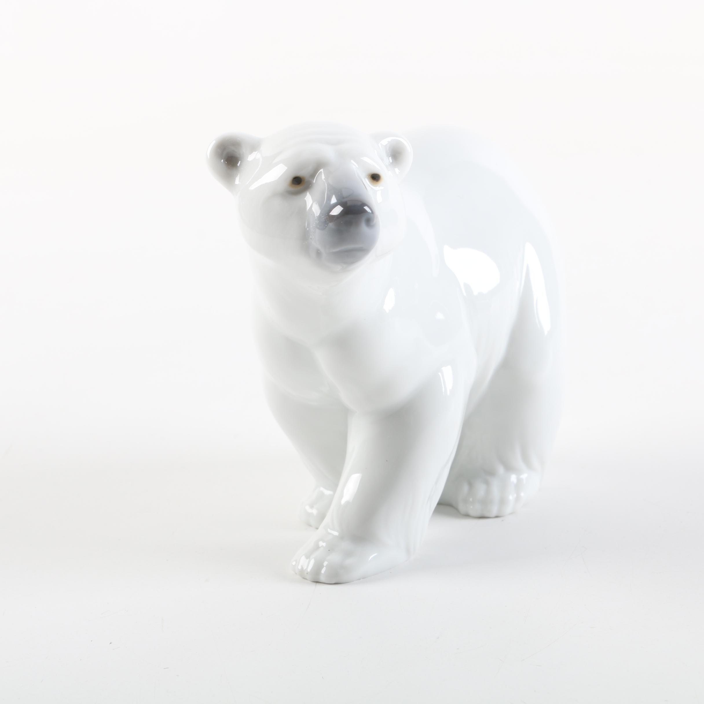 "Lladró ""Attentive Polar Bear"" Retired Figurine"