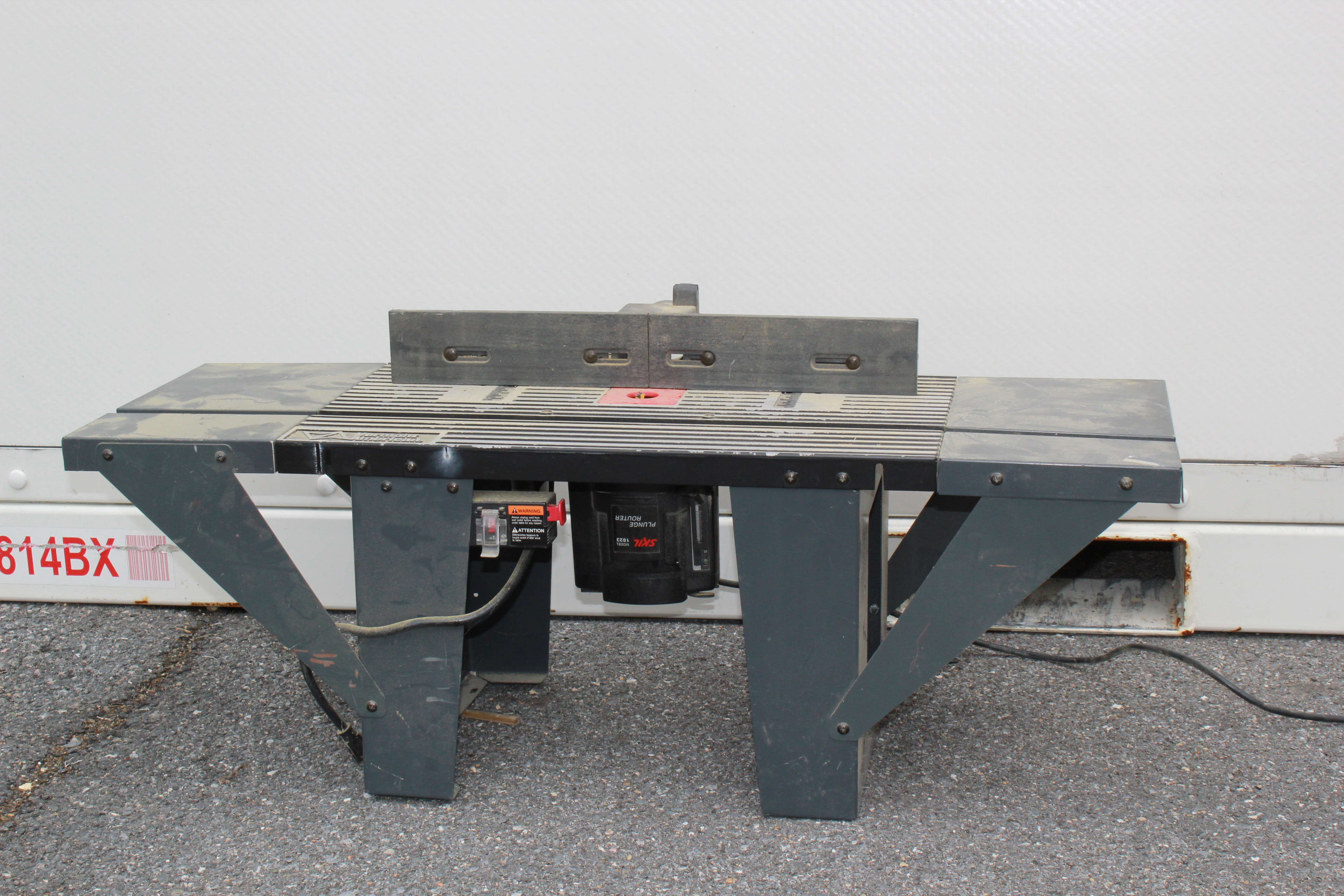 Vermont American Router Table with Skil 1823 Plunge Router