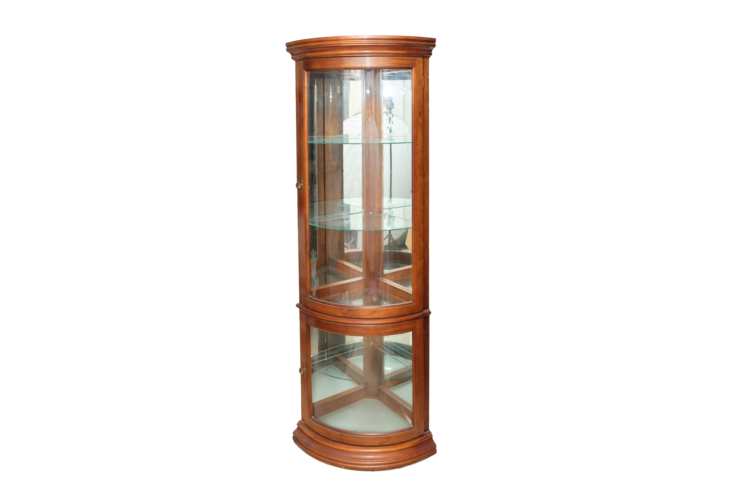 Traditional Style Corner Curio Cabinet By Pulaski Furniture ...