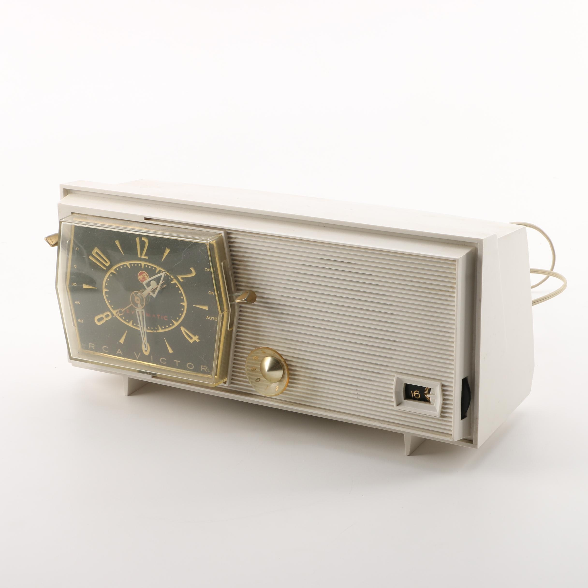 Vintage RCA Victor C-2E Levermatic Clock Radio