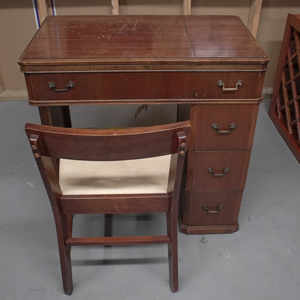 Charmant Vintage Sewing Cabinet With White Sewing Machine And Chair ...