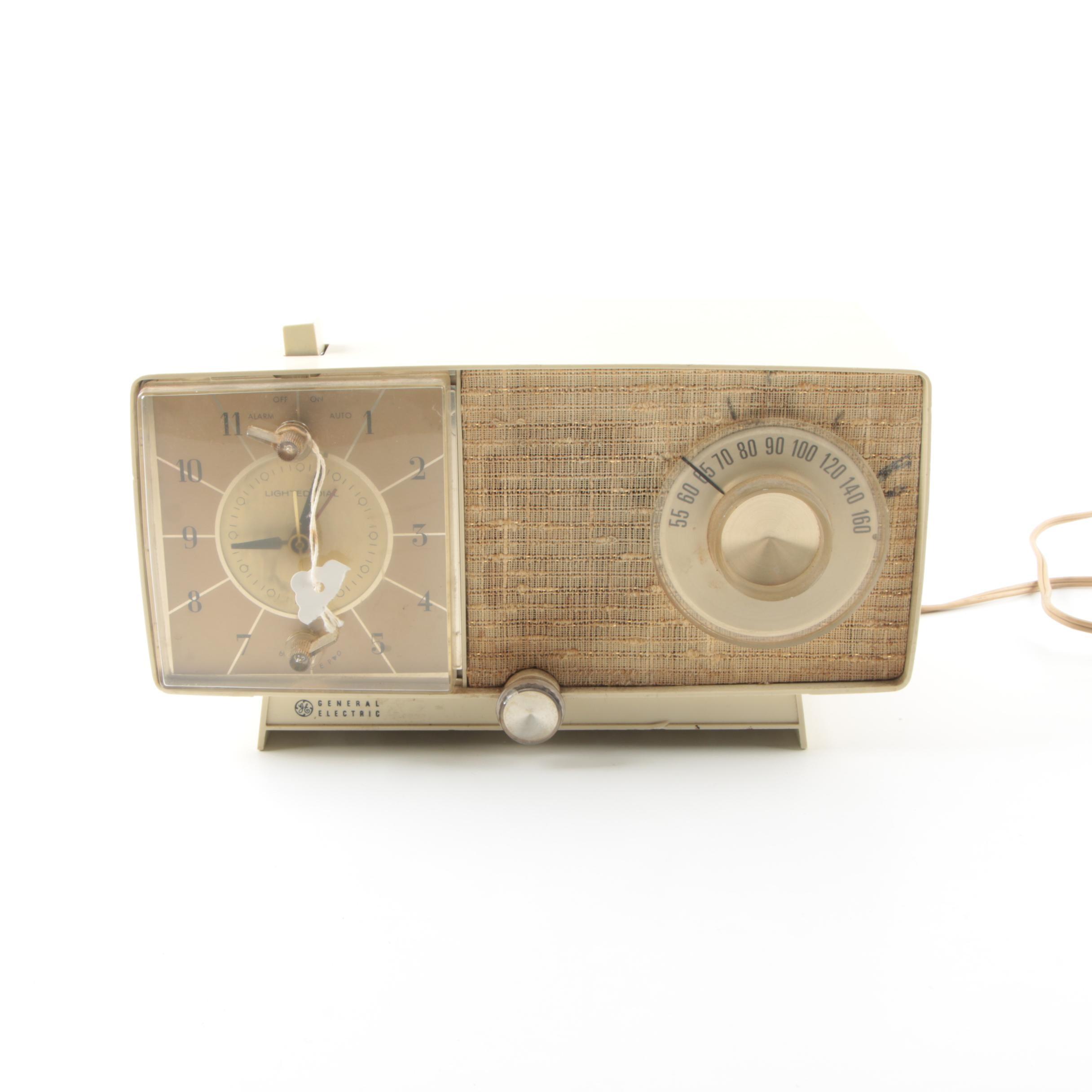Mid Century Modern General Electric Clock Radio