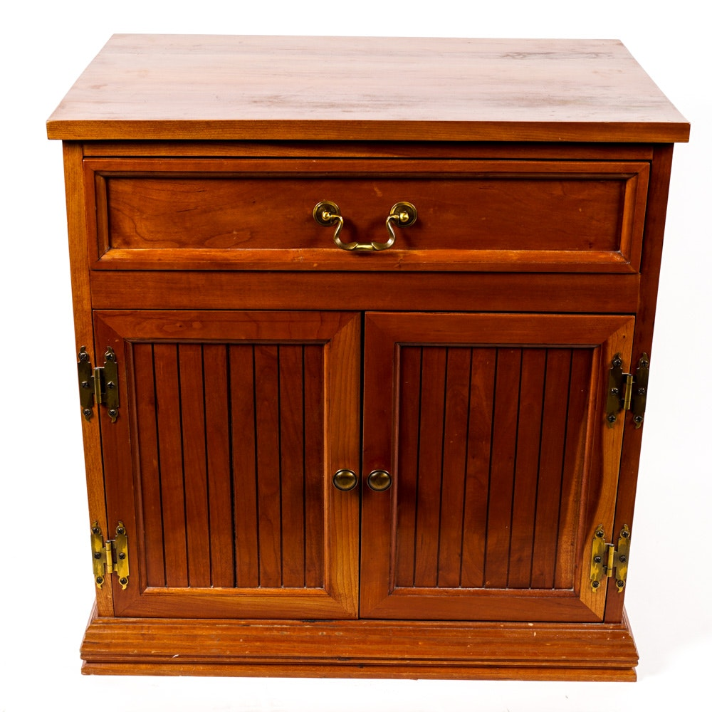 Vintage Traditional Style Side Table