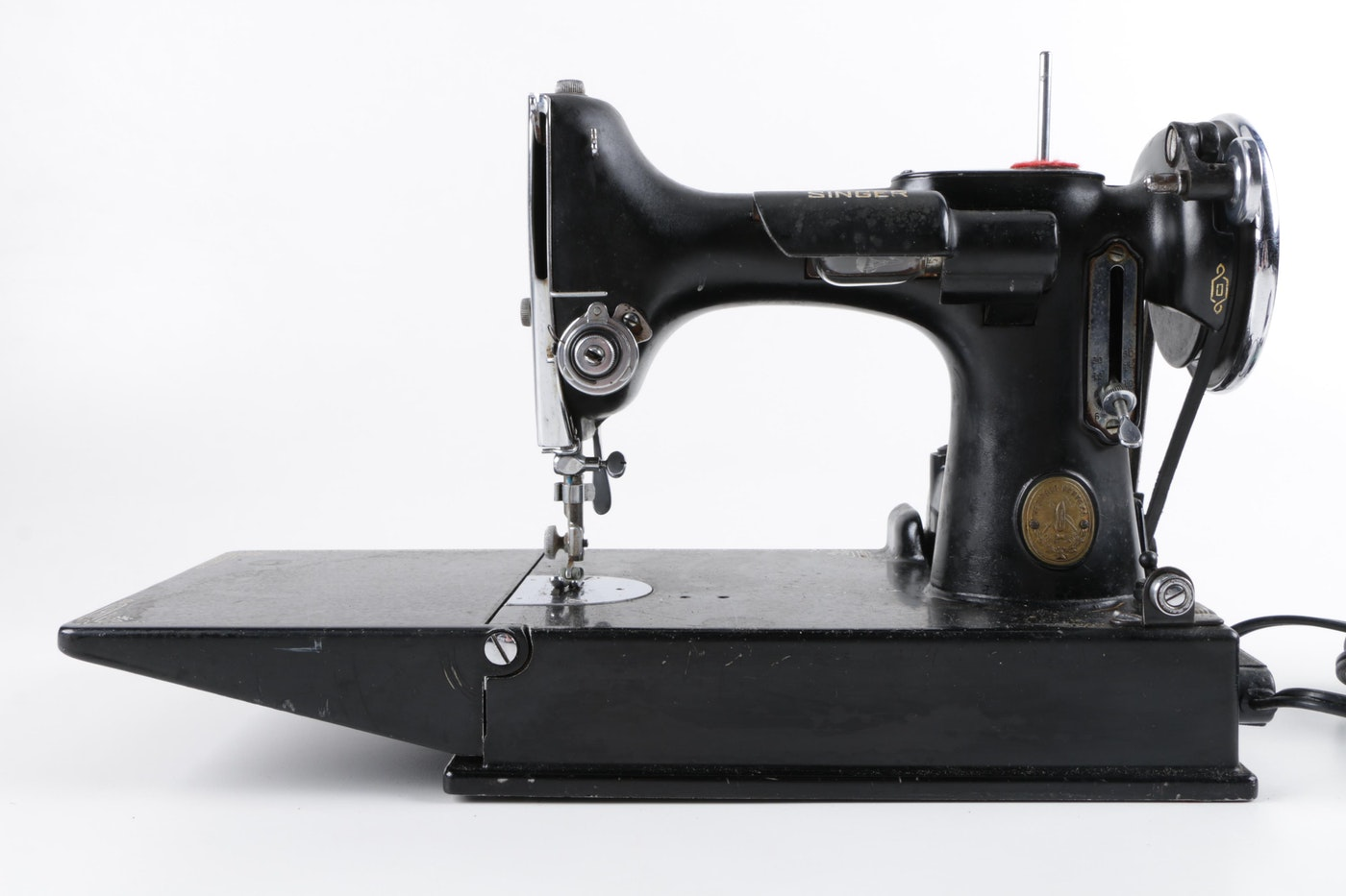 Vintage Singer Portable Sewing Machine | EBTH