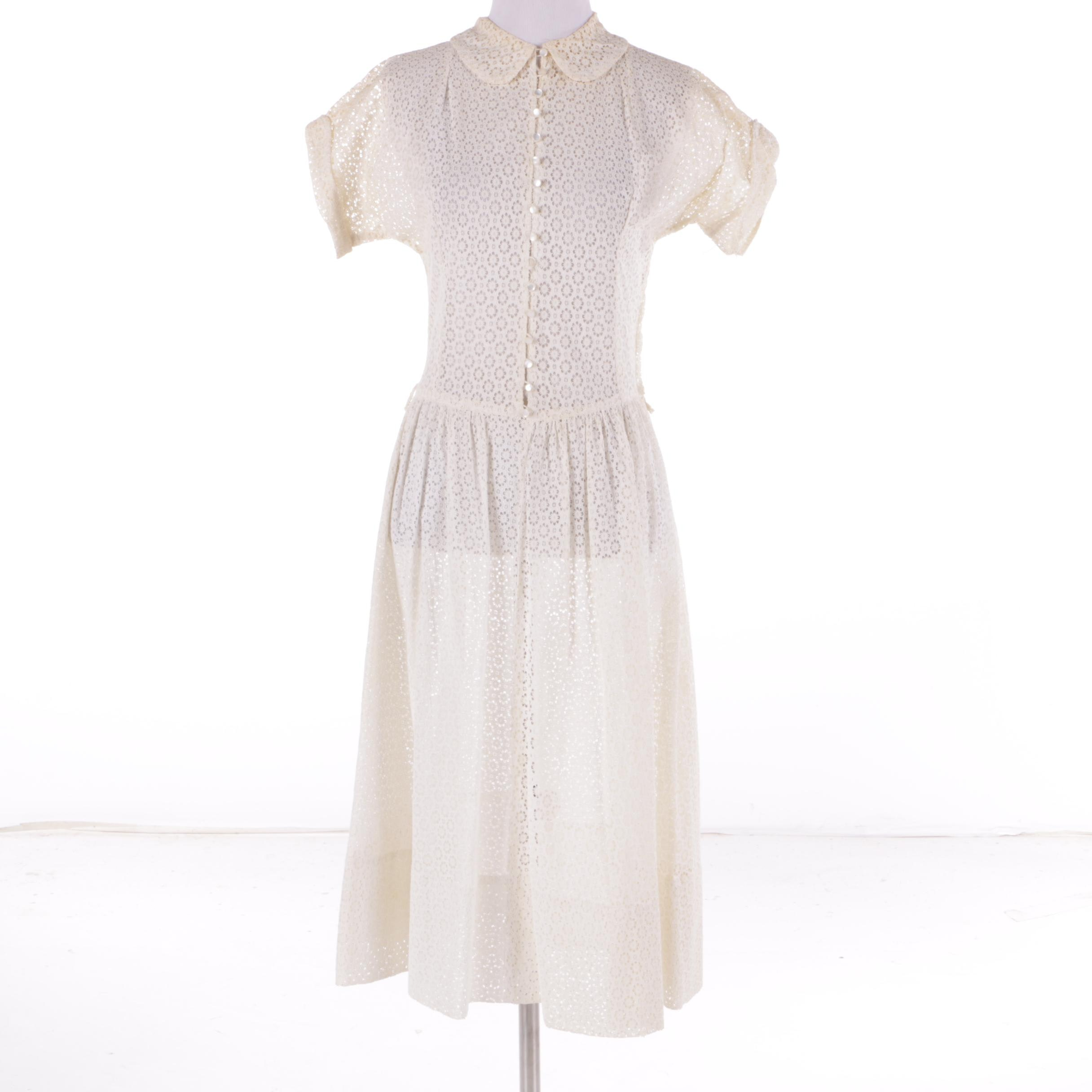 Women's 1950s Vintage Cream-Colored Floral Eyelet Shirt Dress with Collar