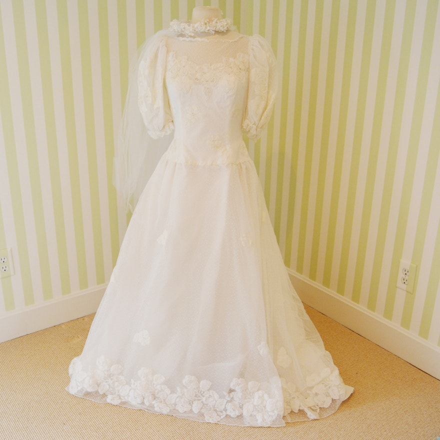 Saks 5th Avenue Embroidered Wedding Dress With Train : EBTH