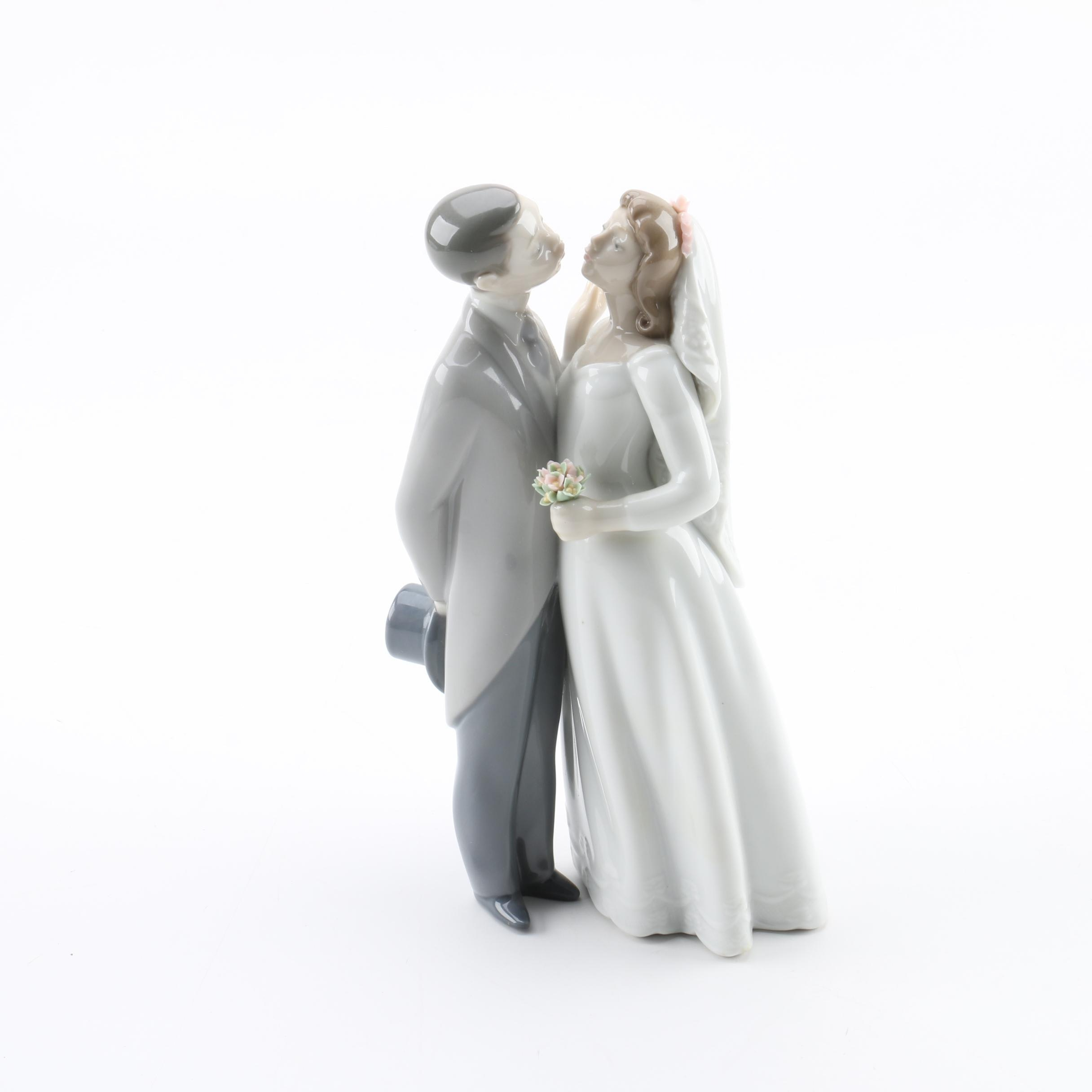 "Lladró ""A Kiss To Remember"" Porcelain Figurine"