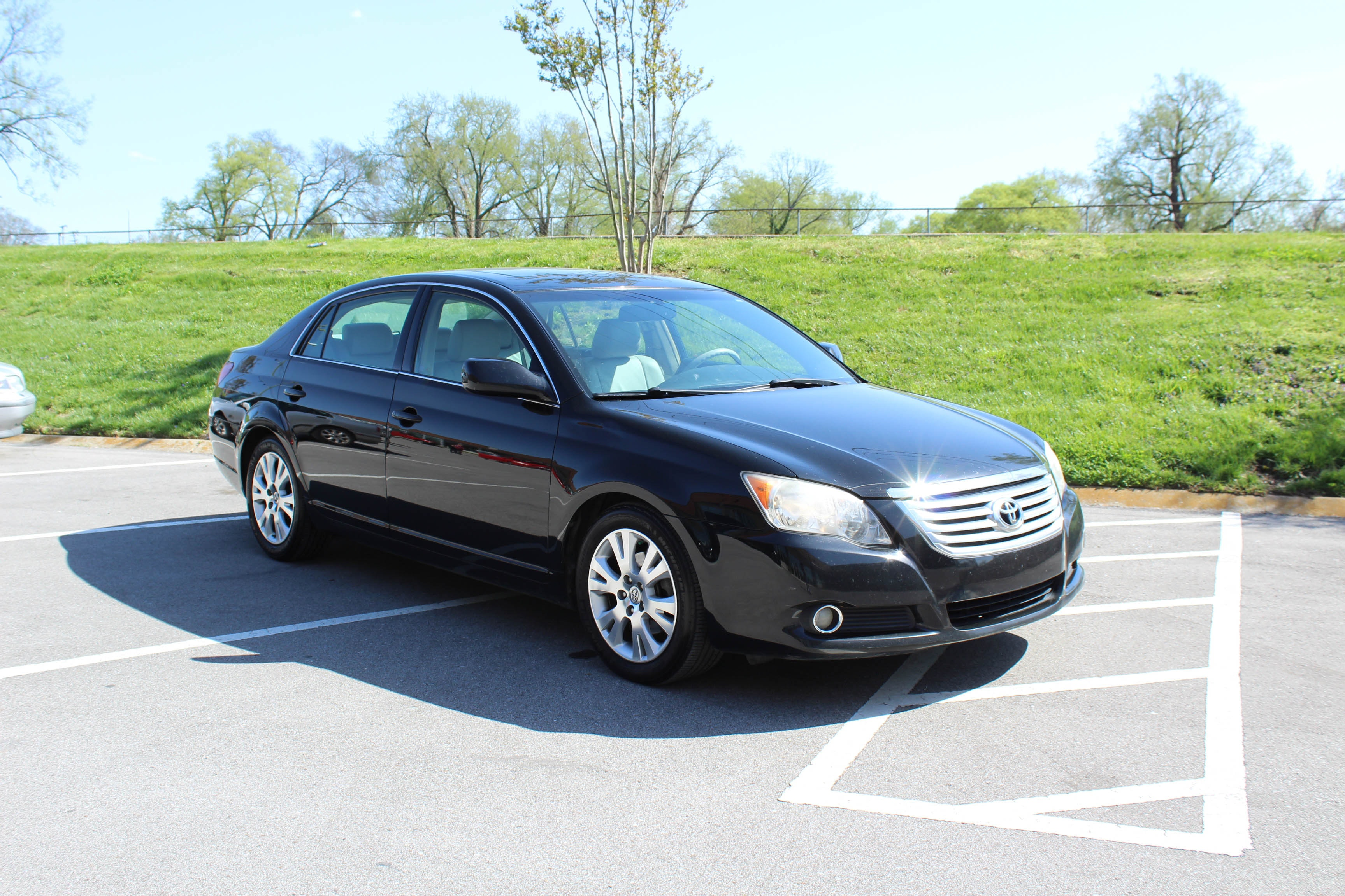 2008 Toyota Avalon XLS Luxury Sedan