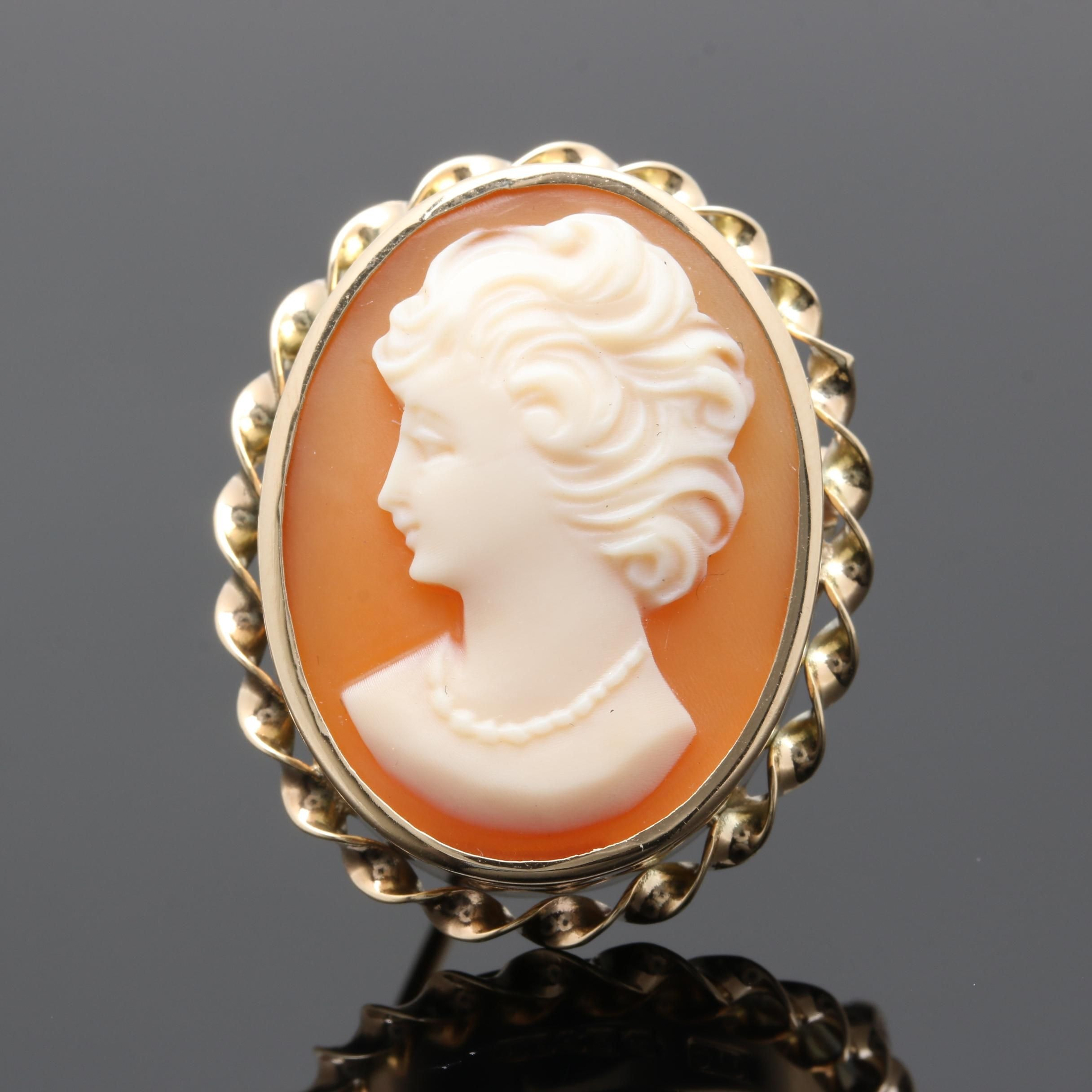 10K Yellow Gold Helmet Shell Cameo Brooch