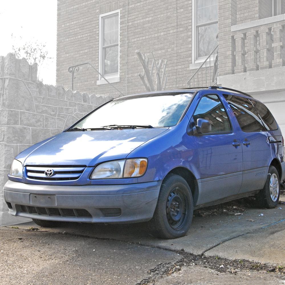 2003 Toyota Sienna Mini-Van