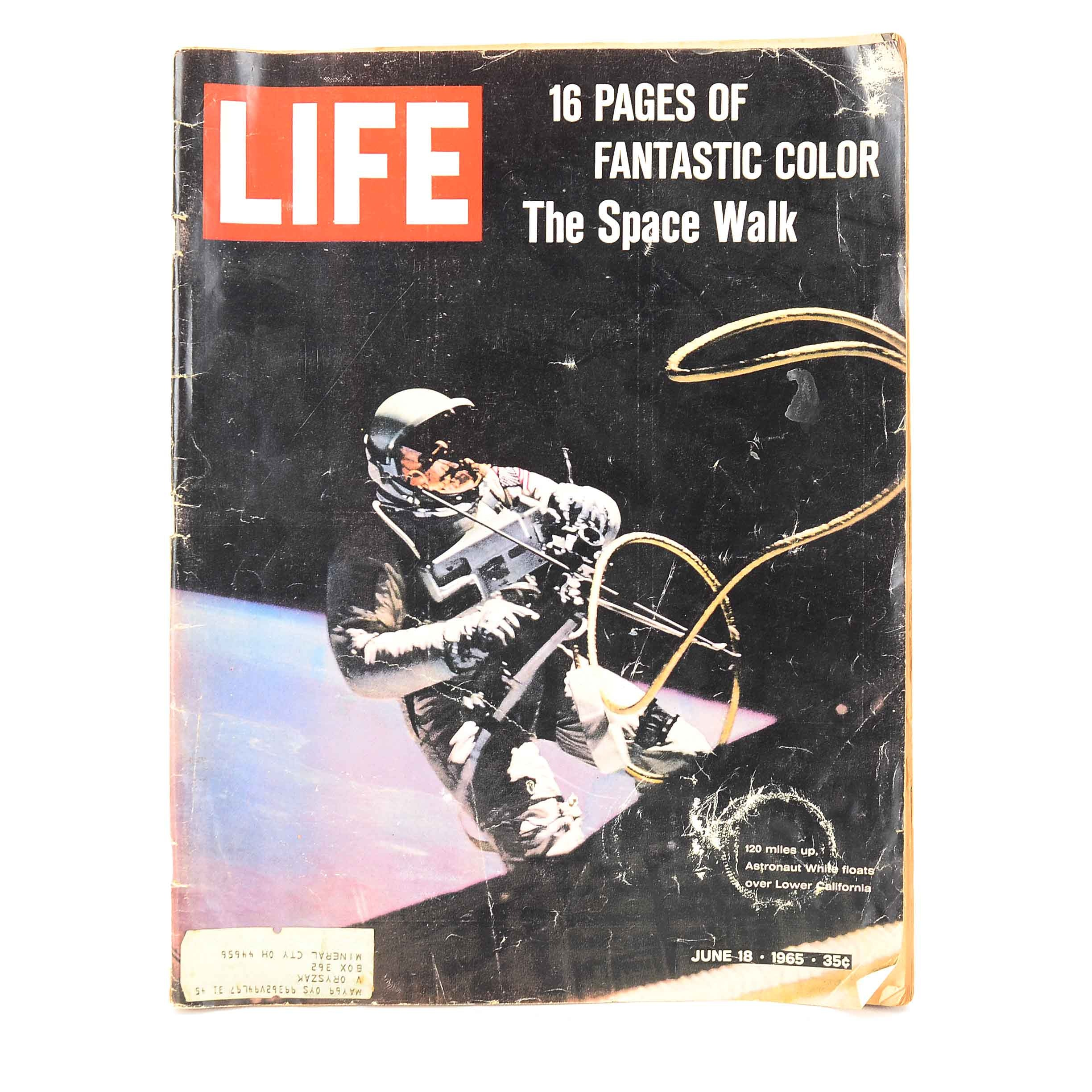 """1965 """"Life"""" Magazine Featuring the Space Walk"""