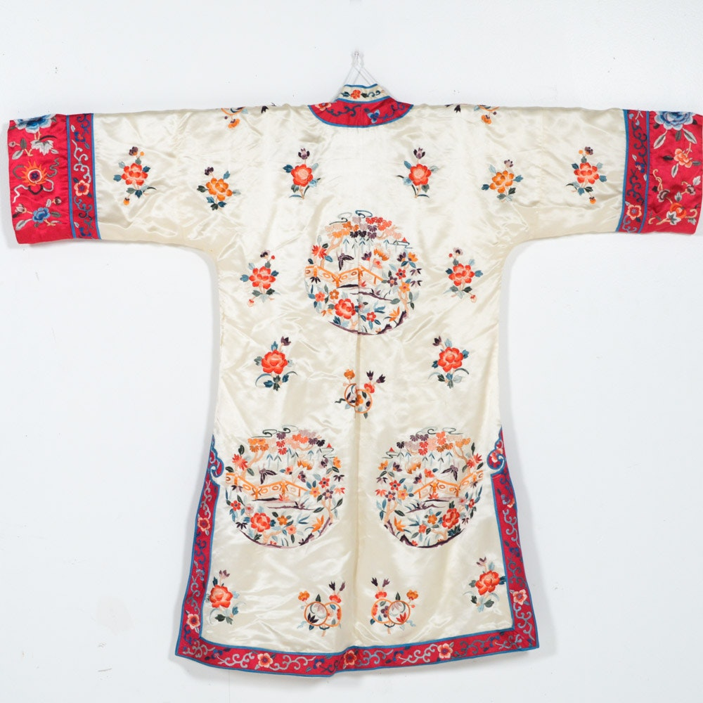 Women's Vintage Chinese Multicolor Embroidered Silk Robe