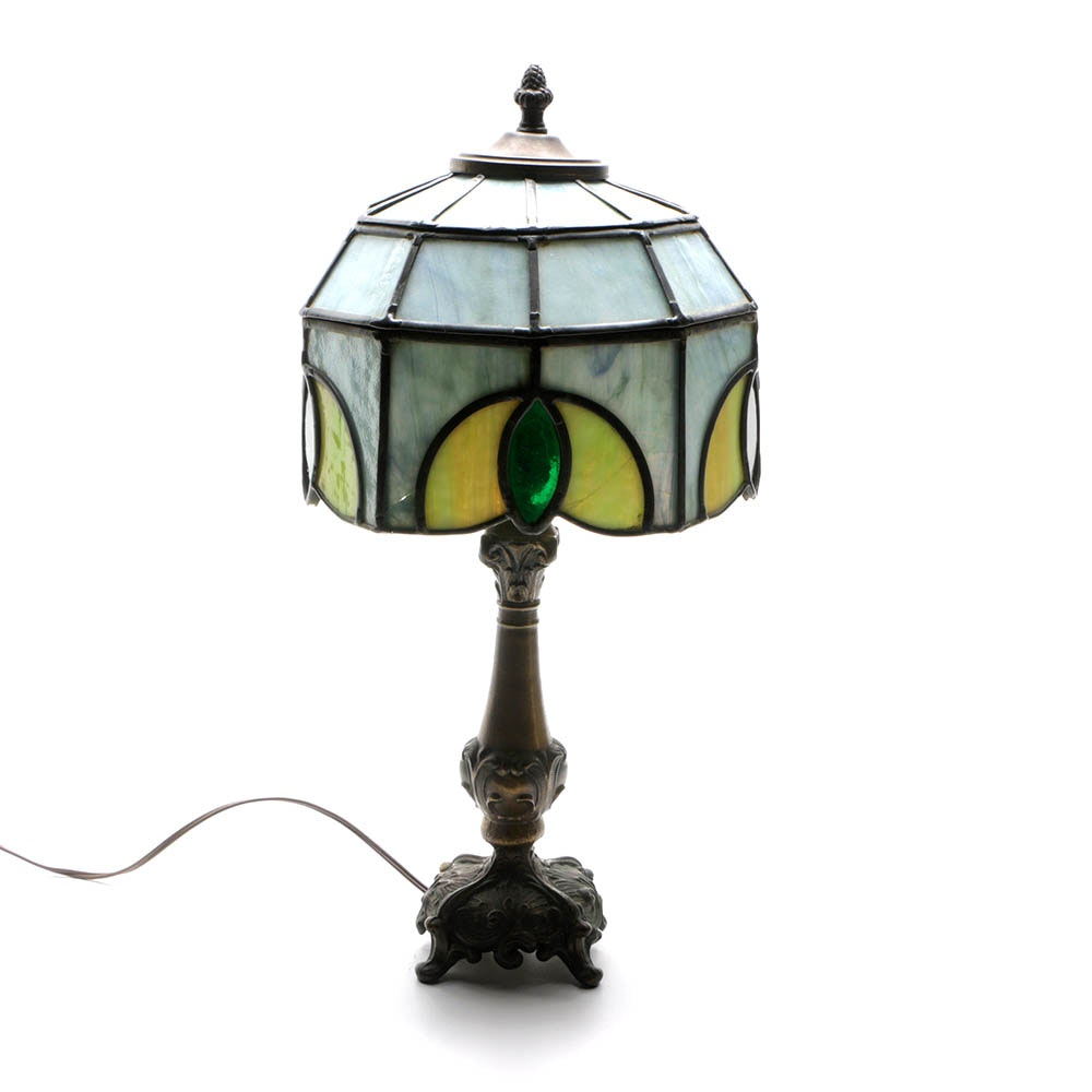 Tiffany Style Accent Lamp with Stained Glass Shade