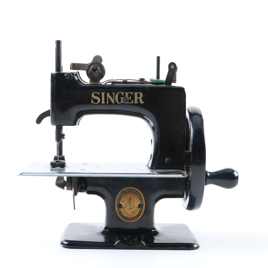 Vintage Singer Model 40 Children's Miniature Sewing Machine EBTH Fascinating Miniature Singer Sewing Machine