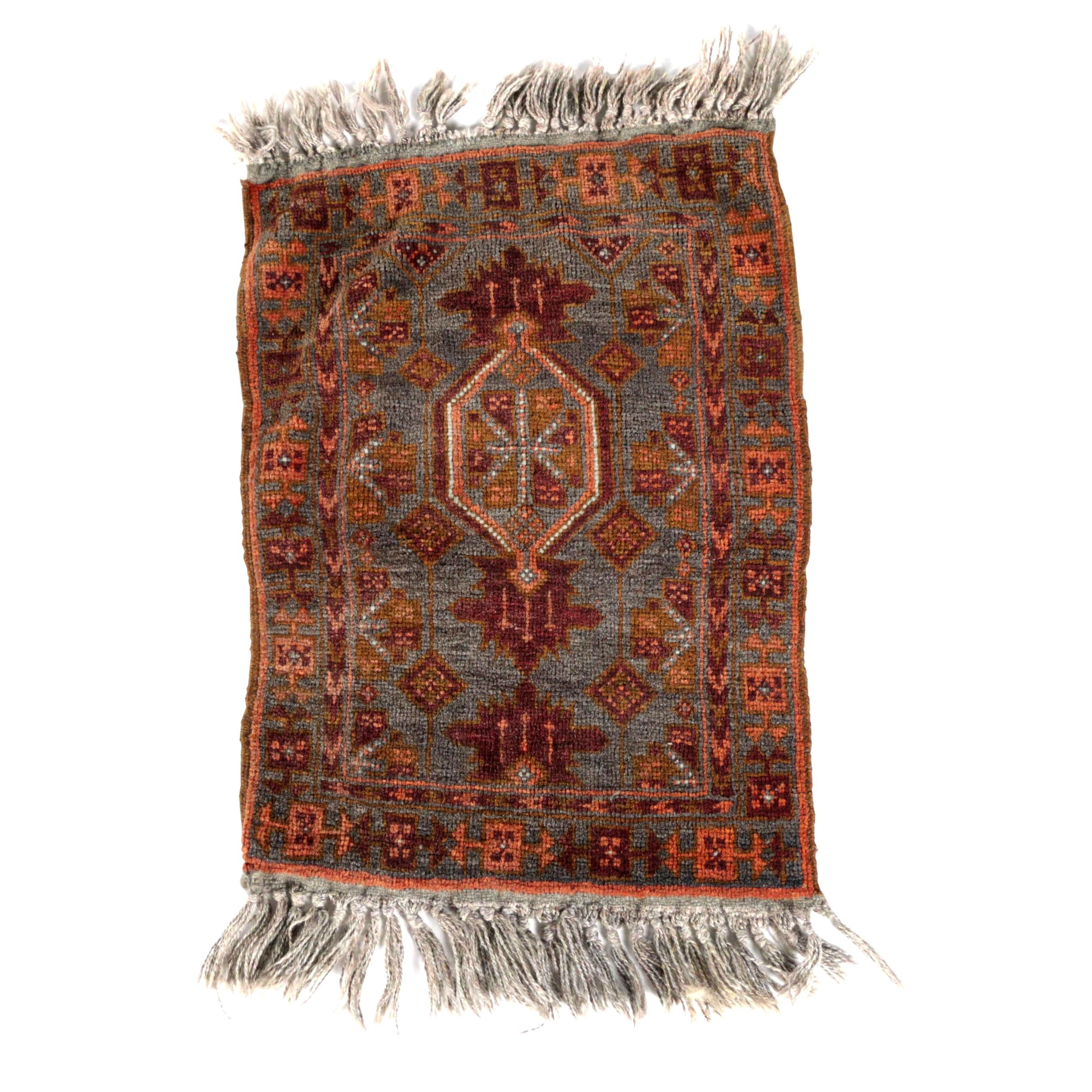 Hand-Knotted Persian Viss-Style Wool Accent Rug