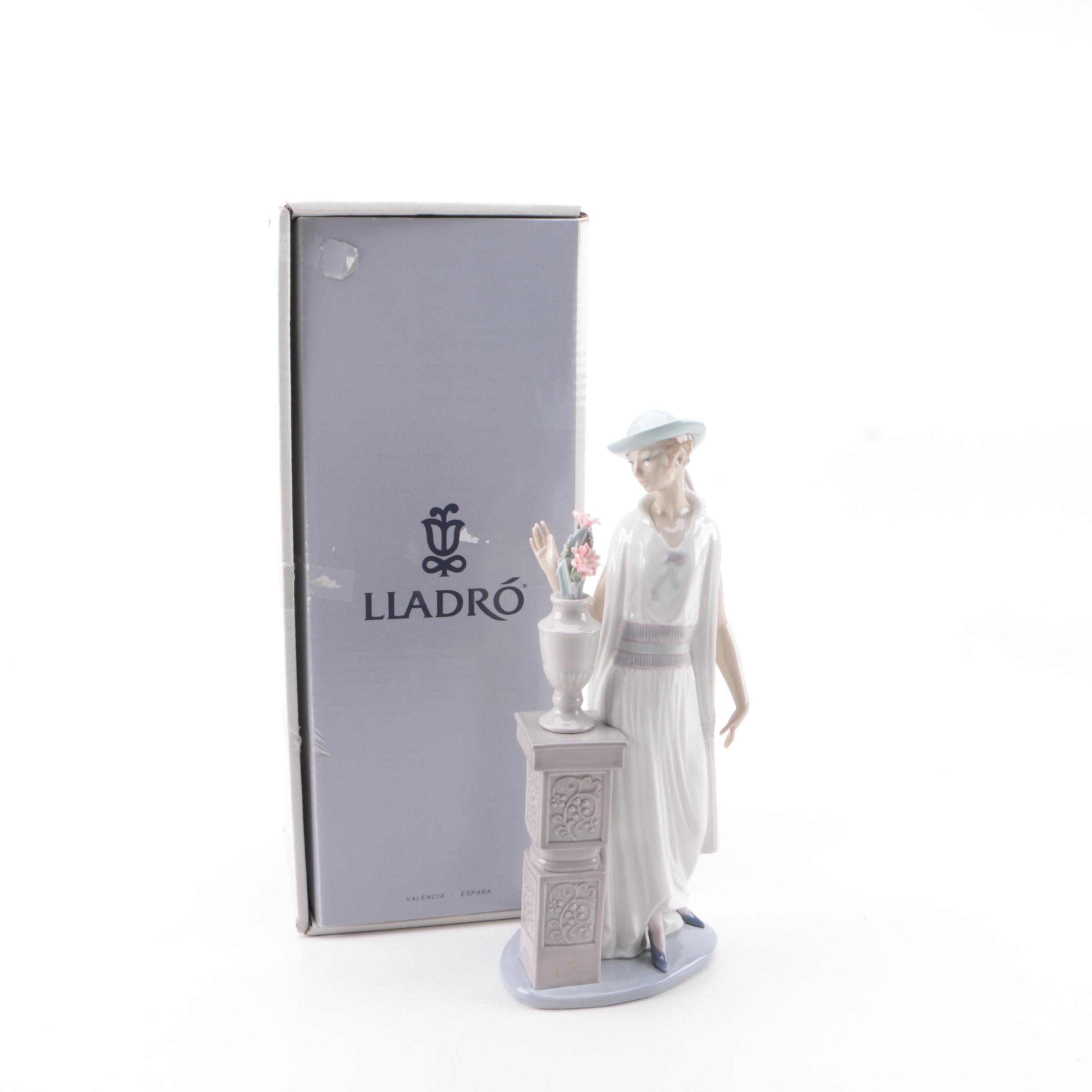 "Lladró ""Lady Grand Casino"" Porcelain Figurine"