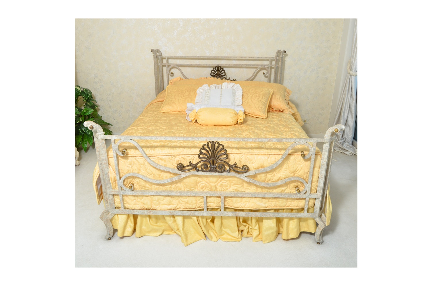Contemporary Queen Size Metal Bed Frame with Bedding