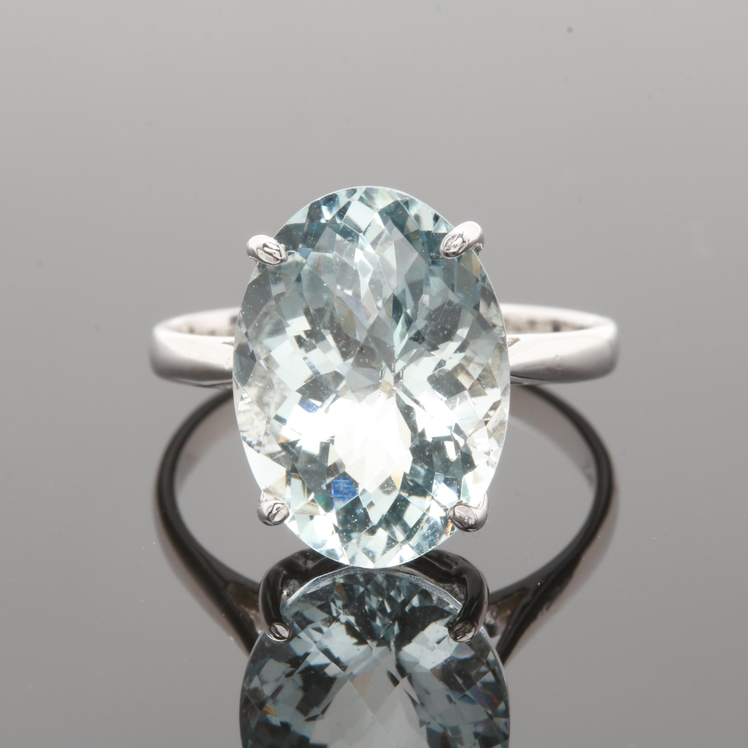 14K White Gold 5.60 CT Aquamarine Ring