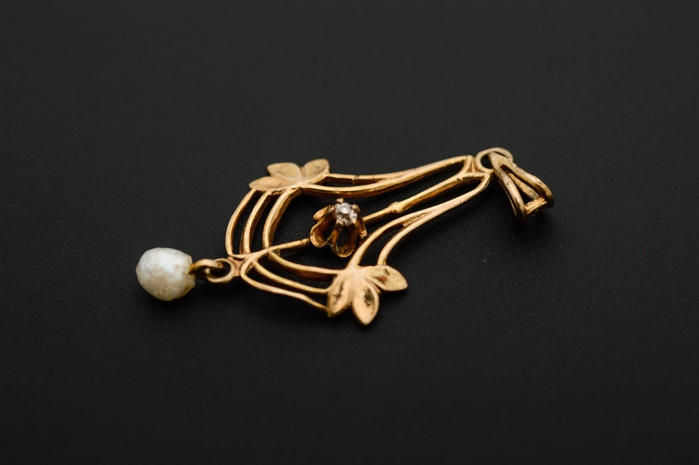 10K Yellow Gold and Pendant with Diamond and Cultured Pearl